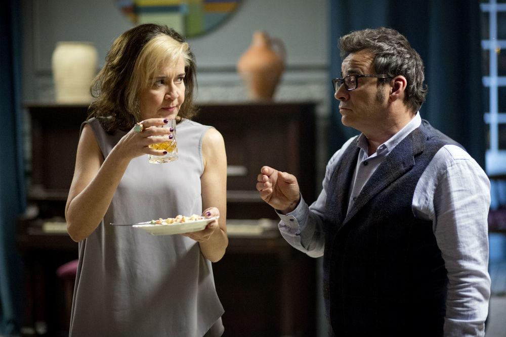 La notte che mia madre ammazzò mio padre: María Pujalte ed Eduard Fernández in una scena del film