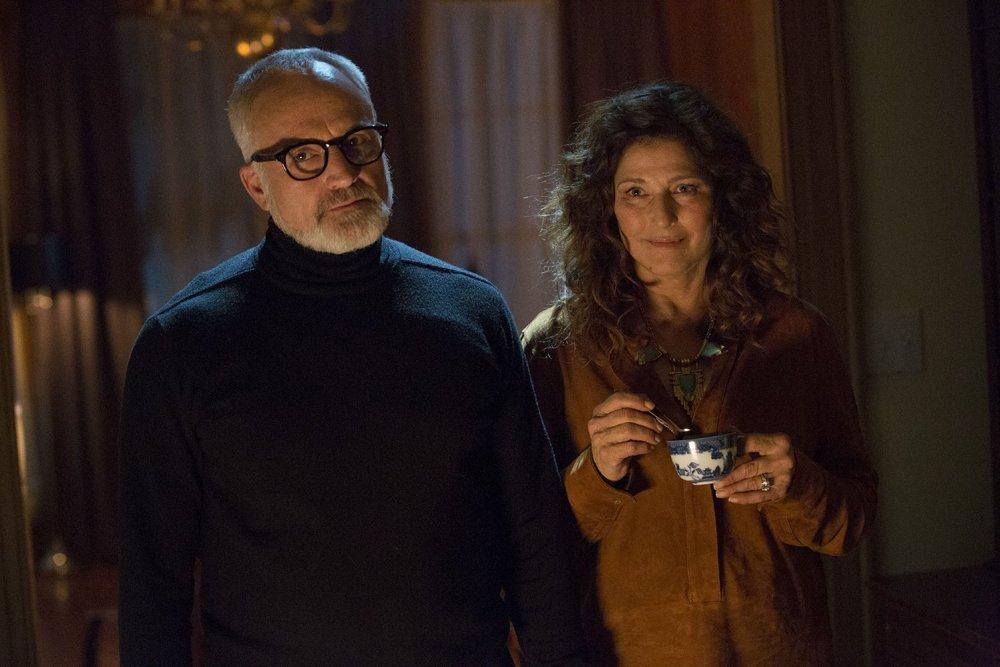 Scappa - Get Out: Catherine Keener e Bradley Whitford in una scena del film