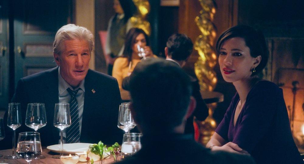 The Dinner: Rebecca Hall, Richard Gere e Steve Coogan (di spalle) in una scena del film