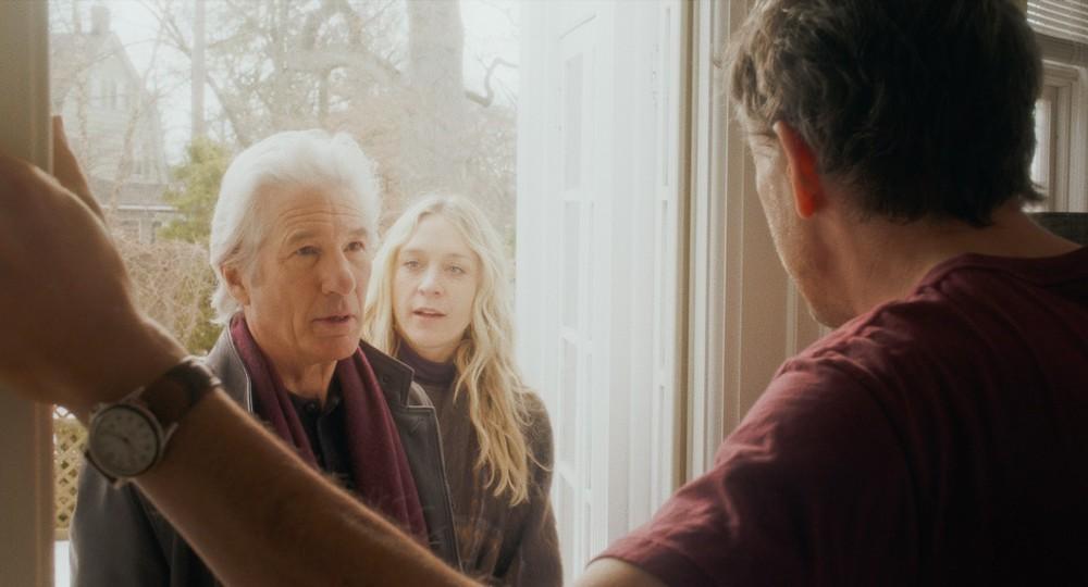 The Dinner: Chloë Sevigny, Richard Gere e Steve Coogan (di spalle) in una scena del film