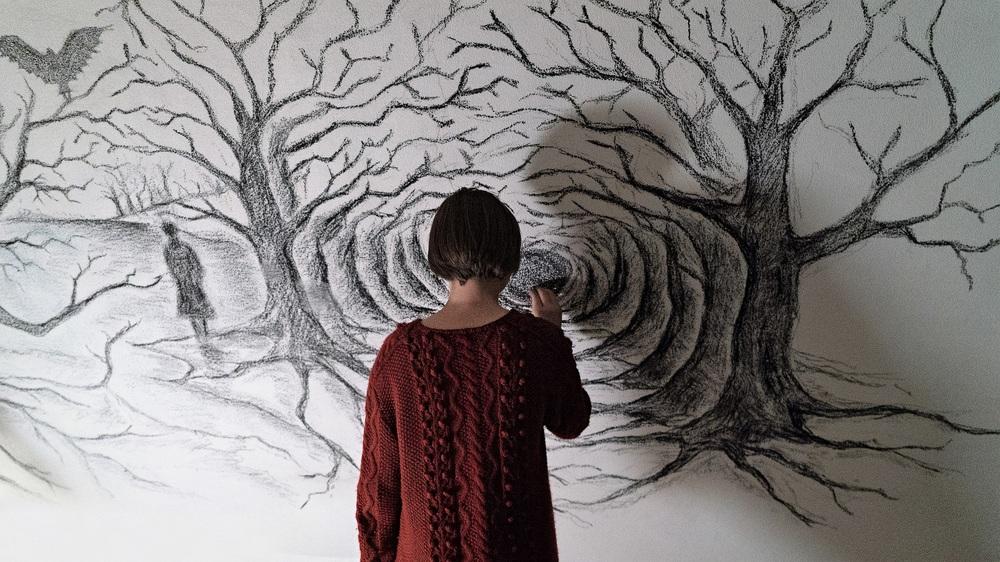 Sicilian Ghost Story: Julia Jedlikowska di spalle in un'immagine del film