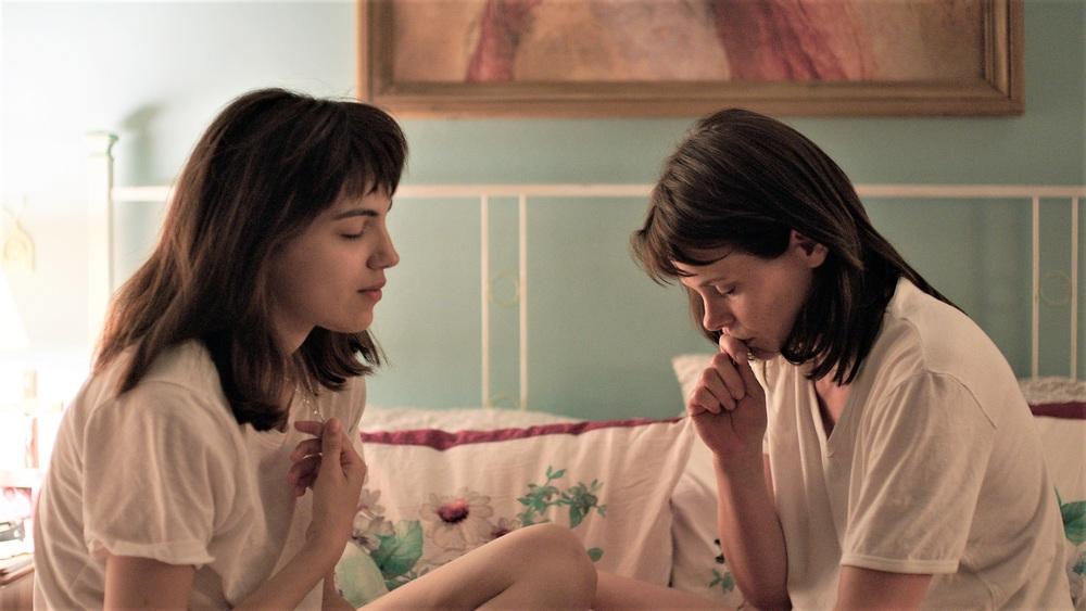 Cuori puri: Barbora Bobulova e Selene Caramazza in una scena del film