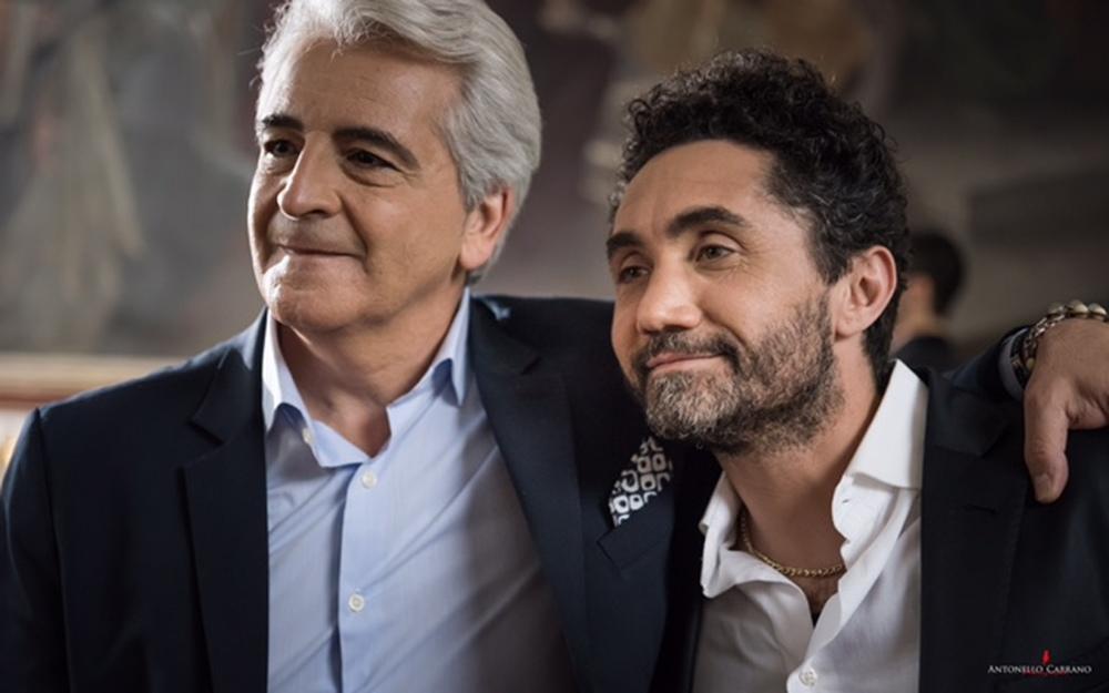 E se mi comprassi una sedia?: Pasquale Falcone e Nicola Acunzo in una scena del film