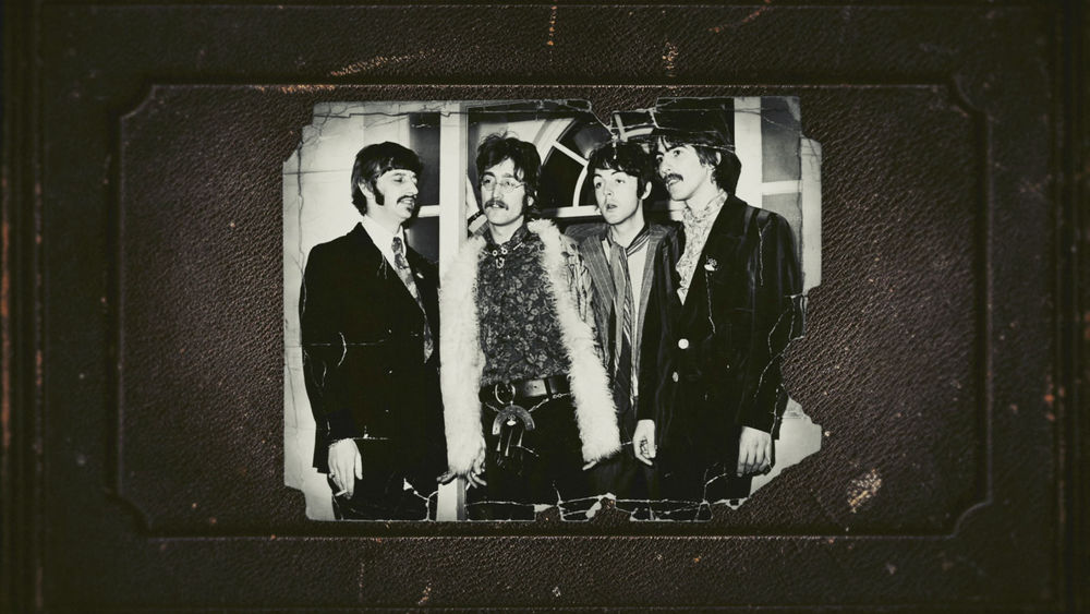 The Beatles: Sgt. Pepper and Beyond, una foto d'epoca in cui sono ritratti i Fab Four