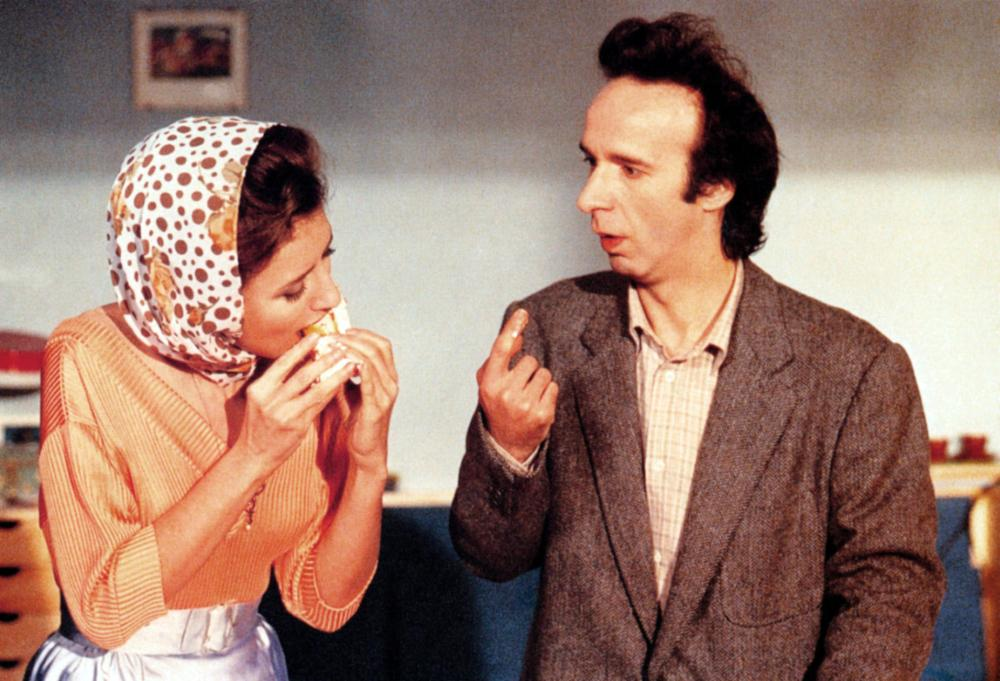 Johnny Stecchino: Roberto Benigni e Nicoletta Braschi in una scena del film