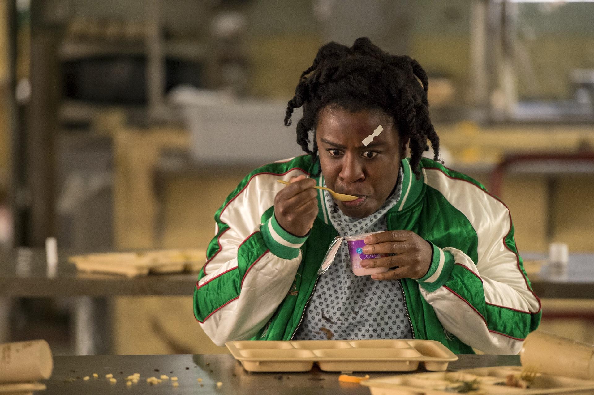 Orange Is The New Black: Uzo Aduba in una foto della quinta stagione