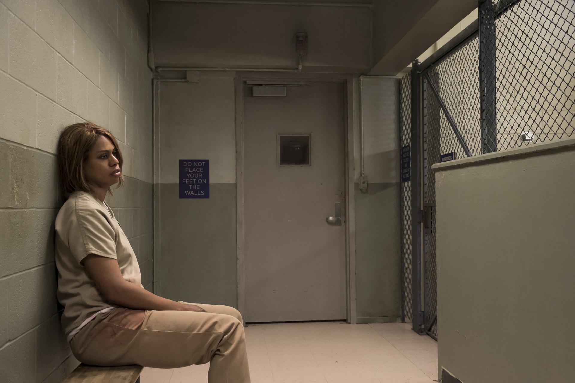 Orange Is The New Black: l'attrice Laverne Cox in una foto della quinta stagione