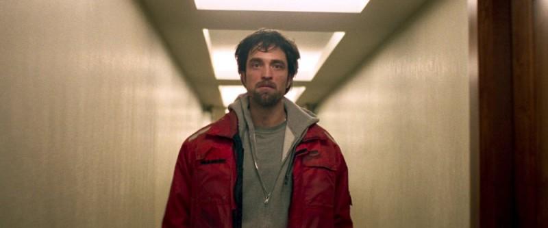 Good Time: Robert Pattinson confuso in una scena del film