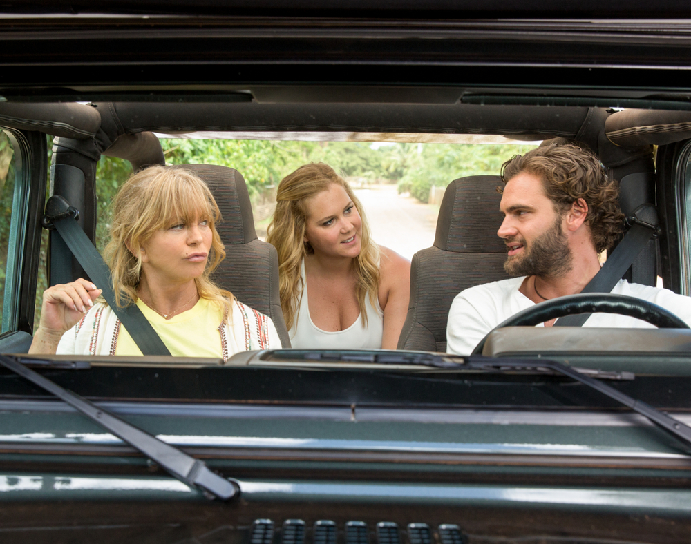 Fottute!: Amy Schumer, Goldie Hawn e Tom Bateman in una scena del film