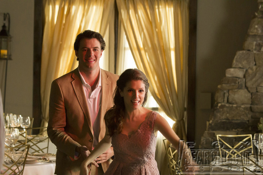 Tavolo n. 19: Anna Kendrick e Thomas Cocquerel in una scena del film