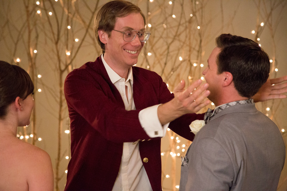 Tavolo n. 19: Stephen Merchant in una scena del film