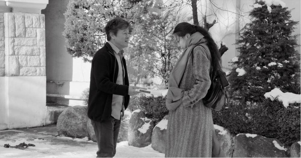 The Day After: Kwon Hae-hyo e Kim Min-hee in una scena del film