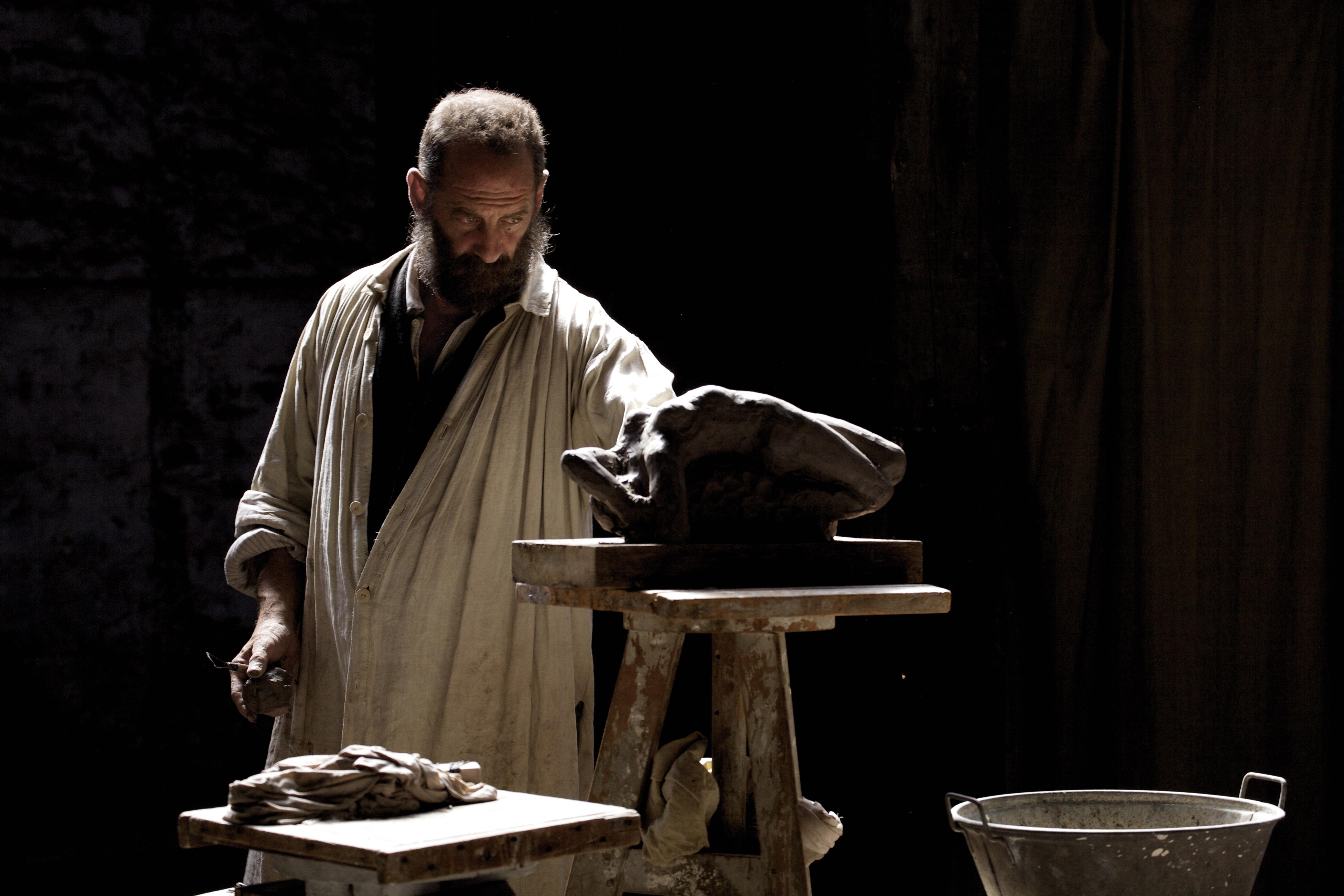 Rodin: Vincent Lindon in una scena del film