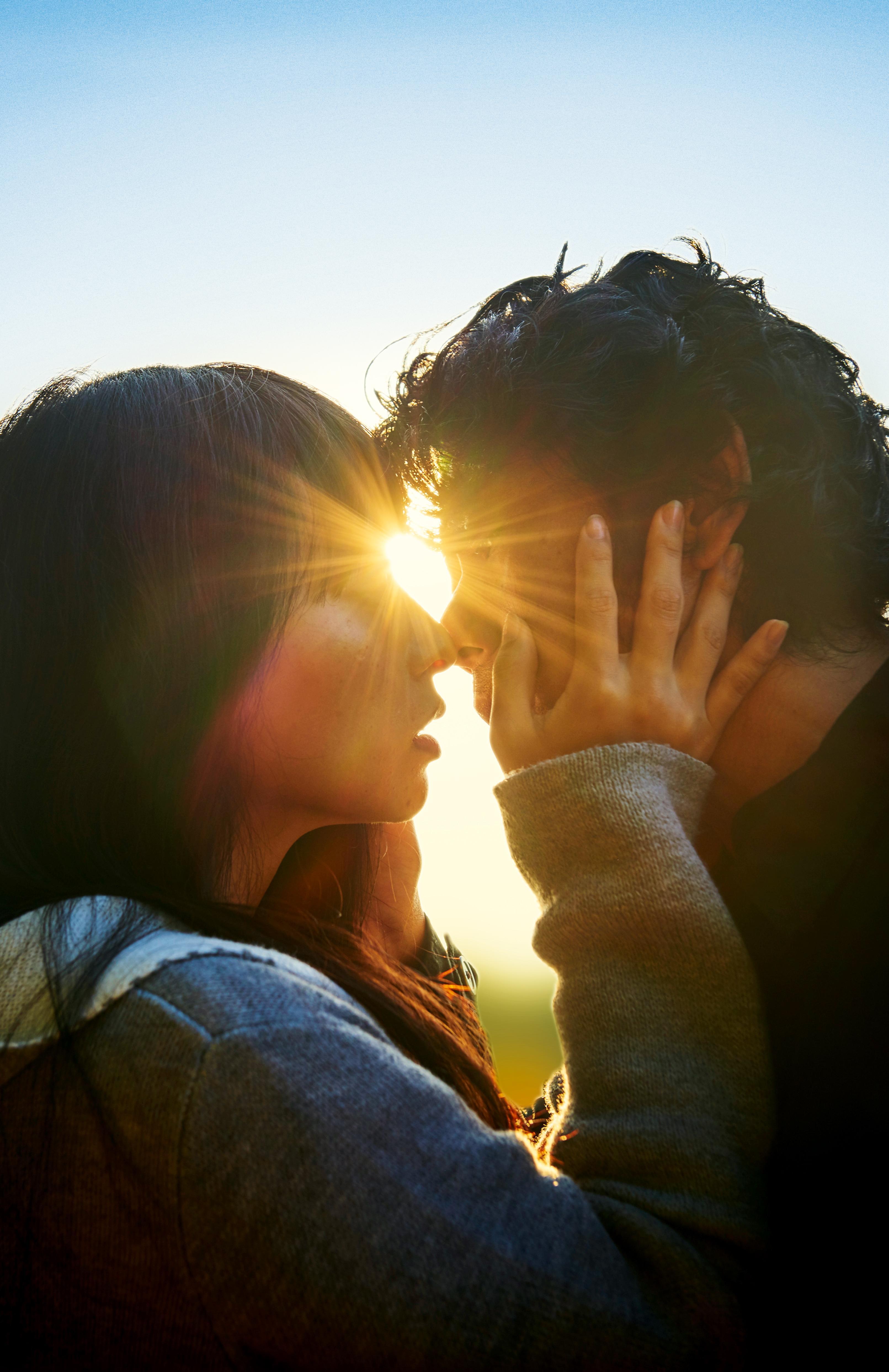 Radiance: un momento romantico tra i due protagonisti