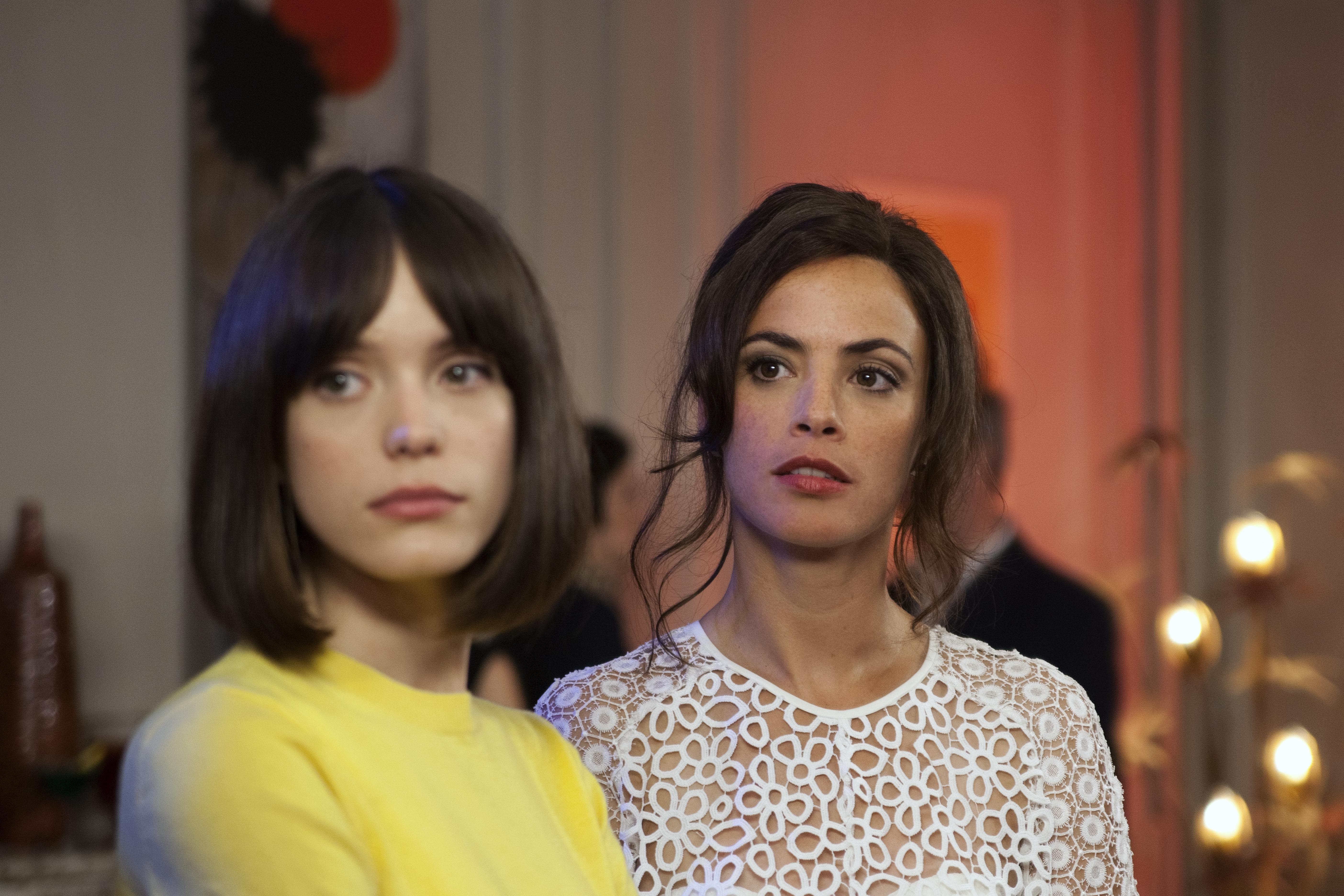 Formidabile: Berenice Bejo e Stacy Martin in una scena