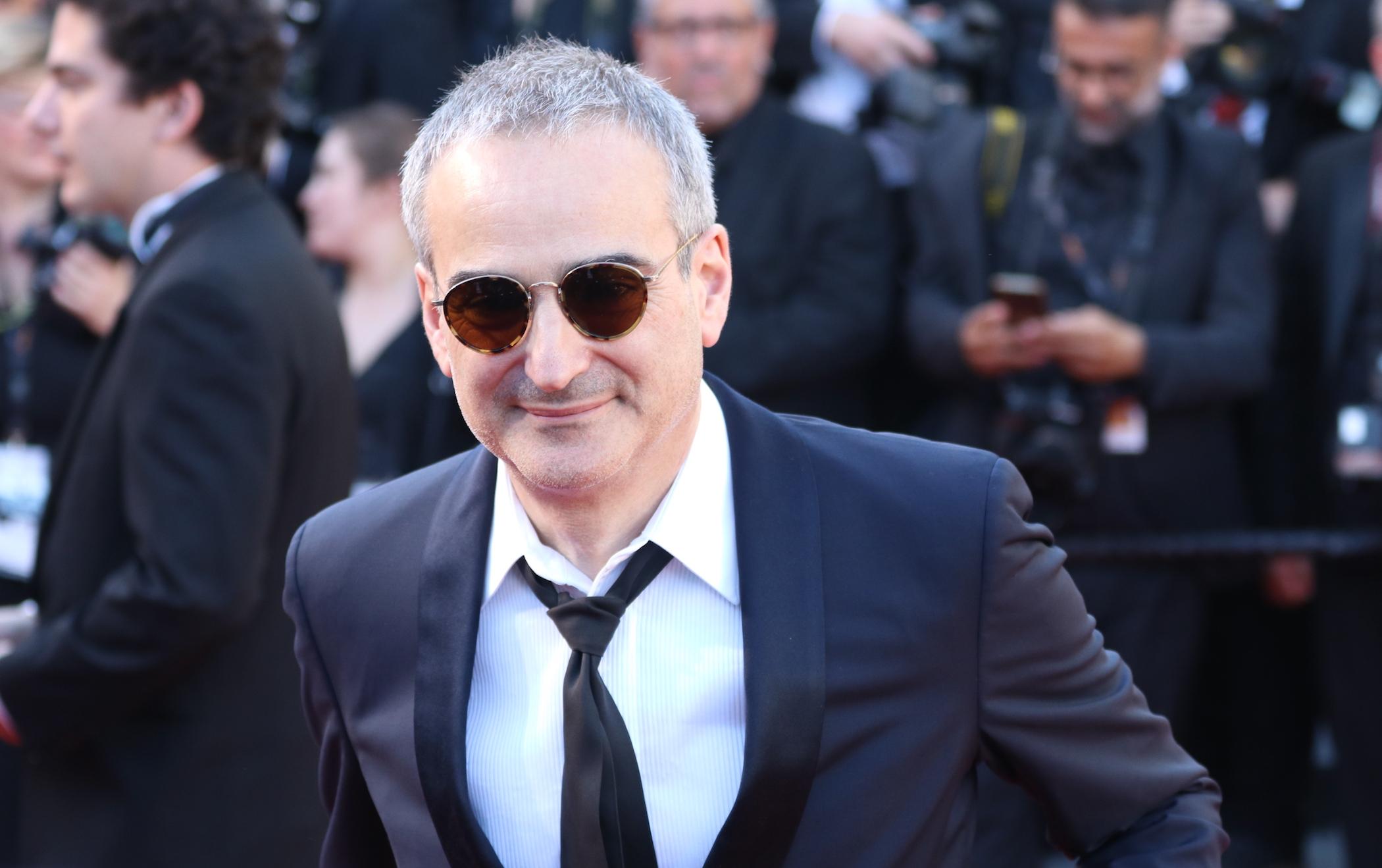Cannes 2017: un sorridente Olivier Assayas sul red carpet inaugurale