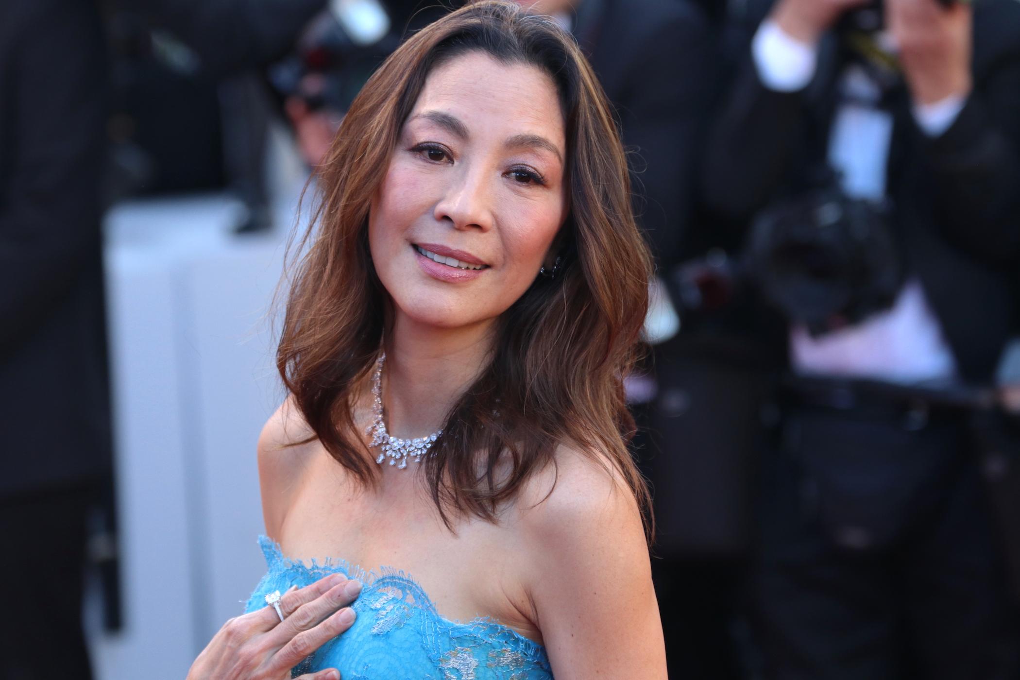 Cannes 2017: Michelle Yeoh sul red carpet inaugurale