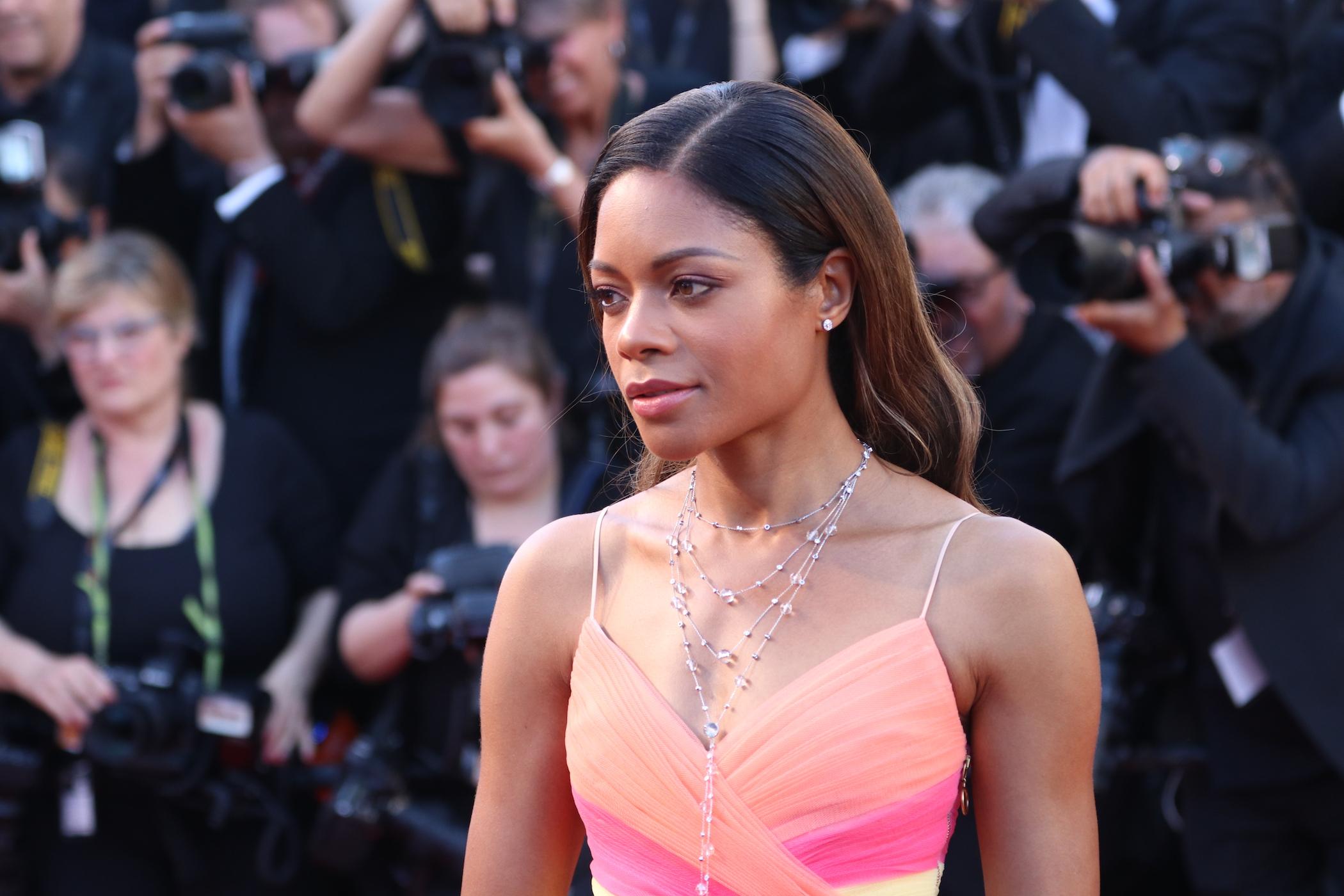 Cannes 2017: Naomie Harris sul red carpet inaugurale