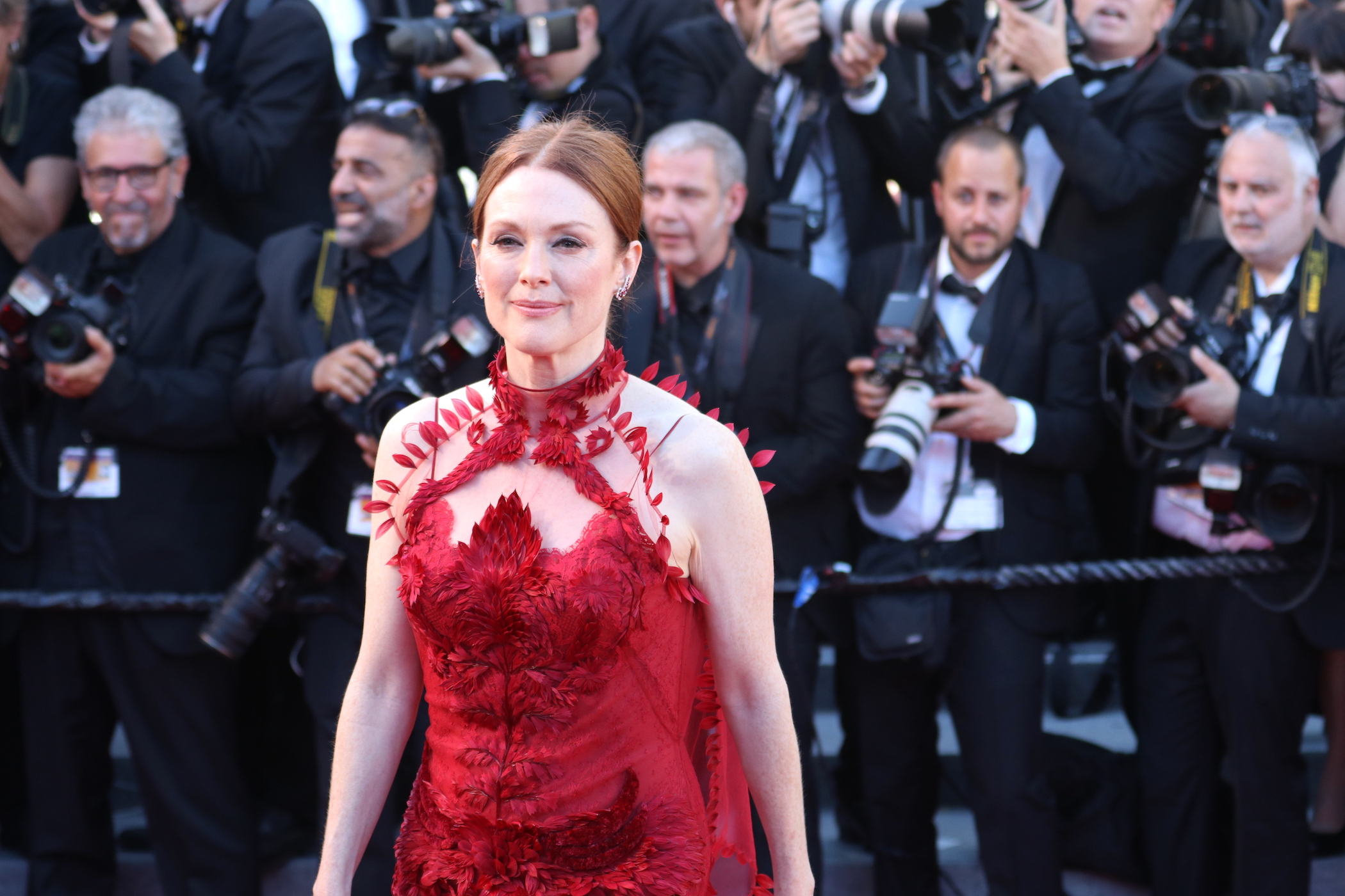 Cannes 2017: Julianne Moore sul red carpet inaugurale