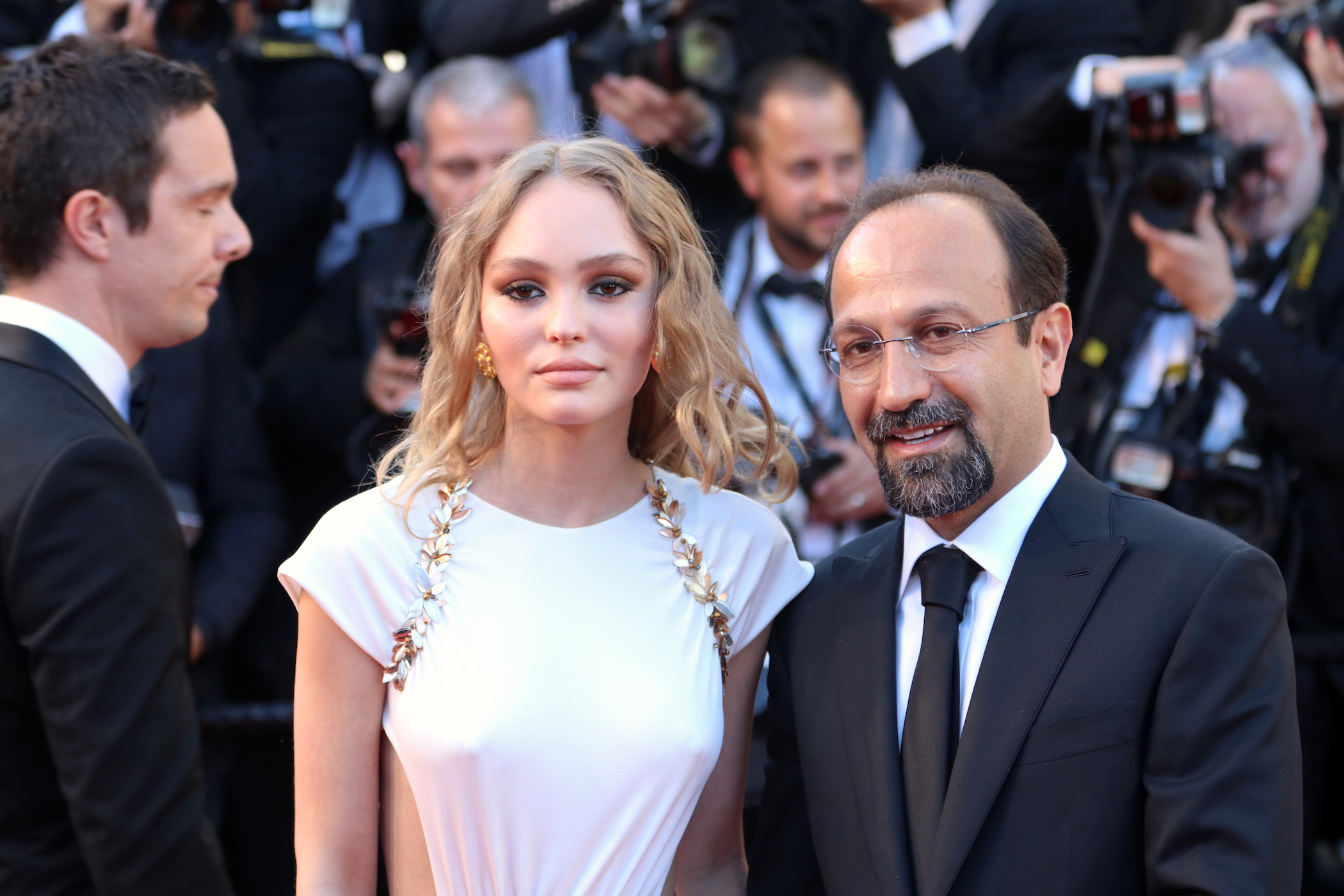 Cannes 2017: uno scatto di Lily-Rose Depp e Asghar Farhadi sul red carpet inaugurale