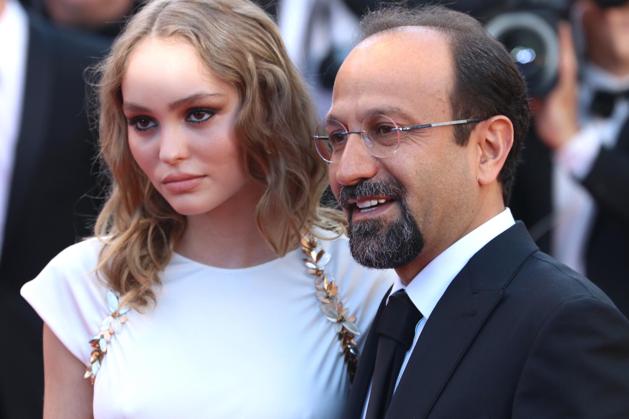 Cannes 2017: Asghar Farhadi e Lily-Rose Depp sul red carpet inaugurale