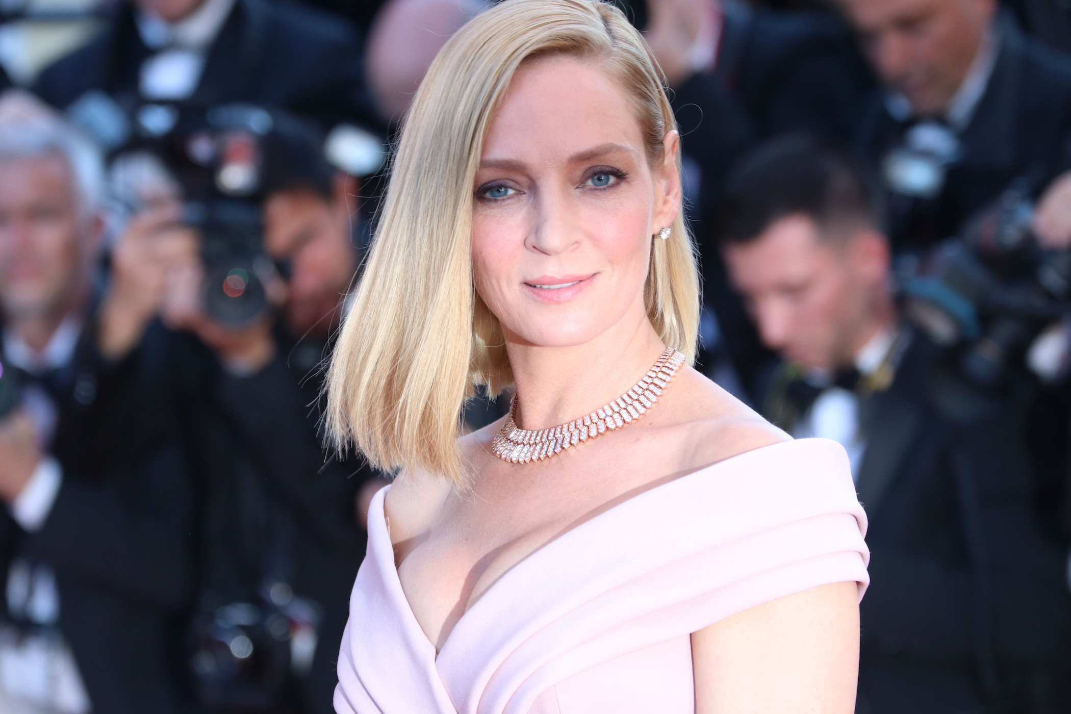Cannes 2017: uno scatto di Uma Thurman sul red carpet inaugurale