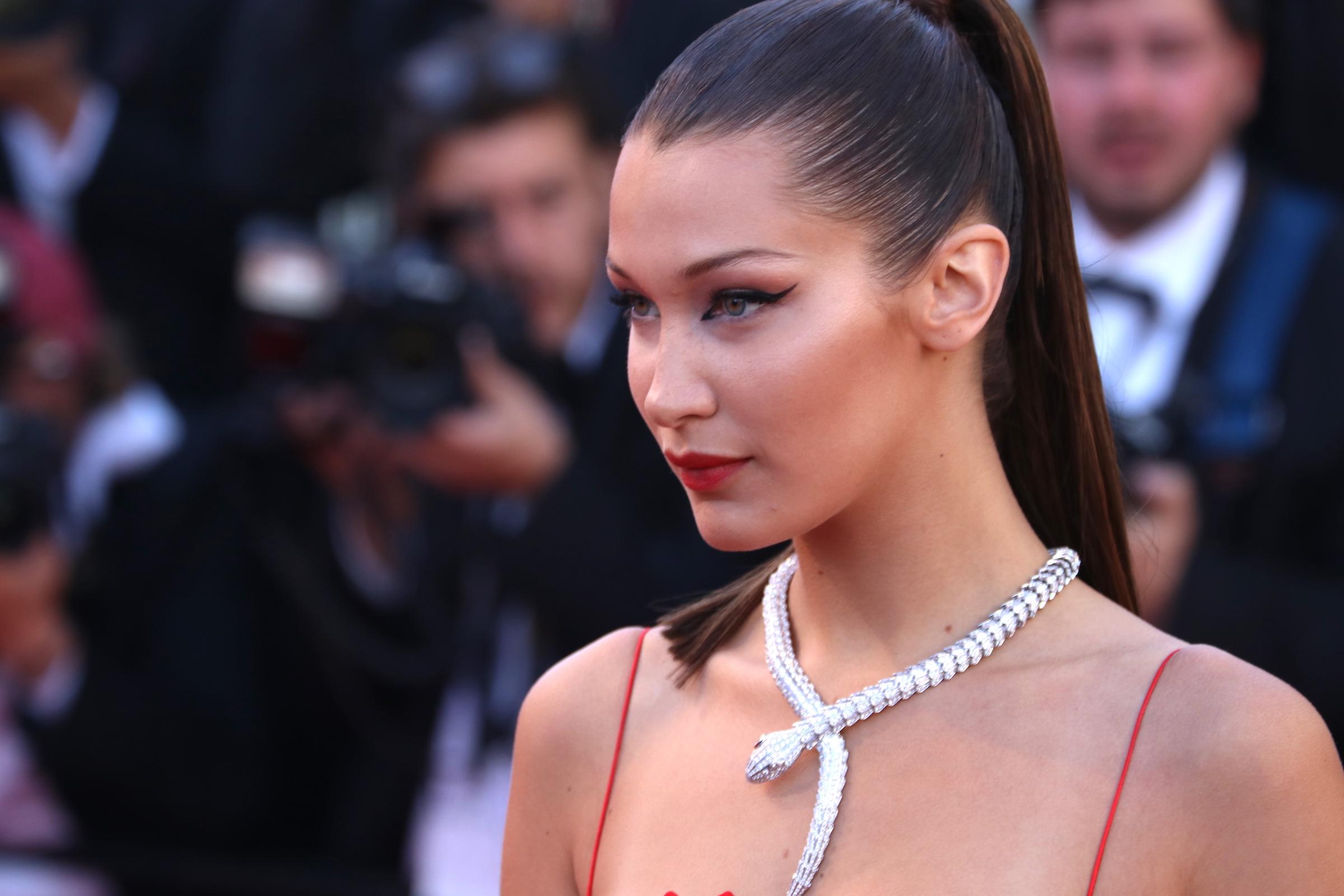 Cannes 2017: uno scatto di Bella Hadid sul red carpet di Okja