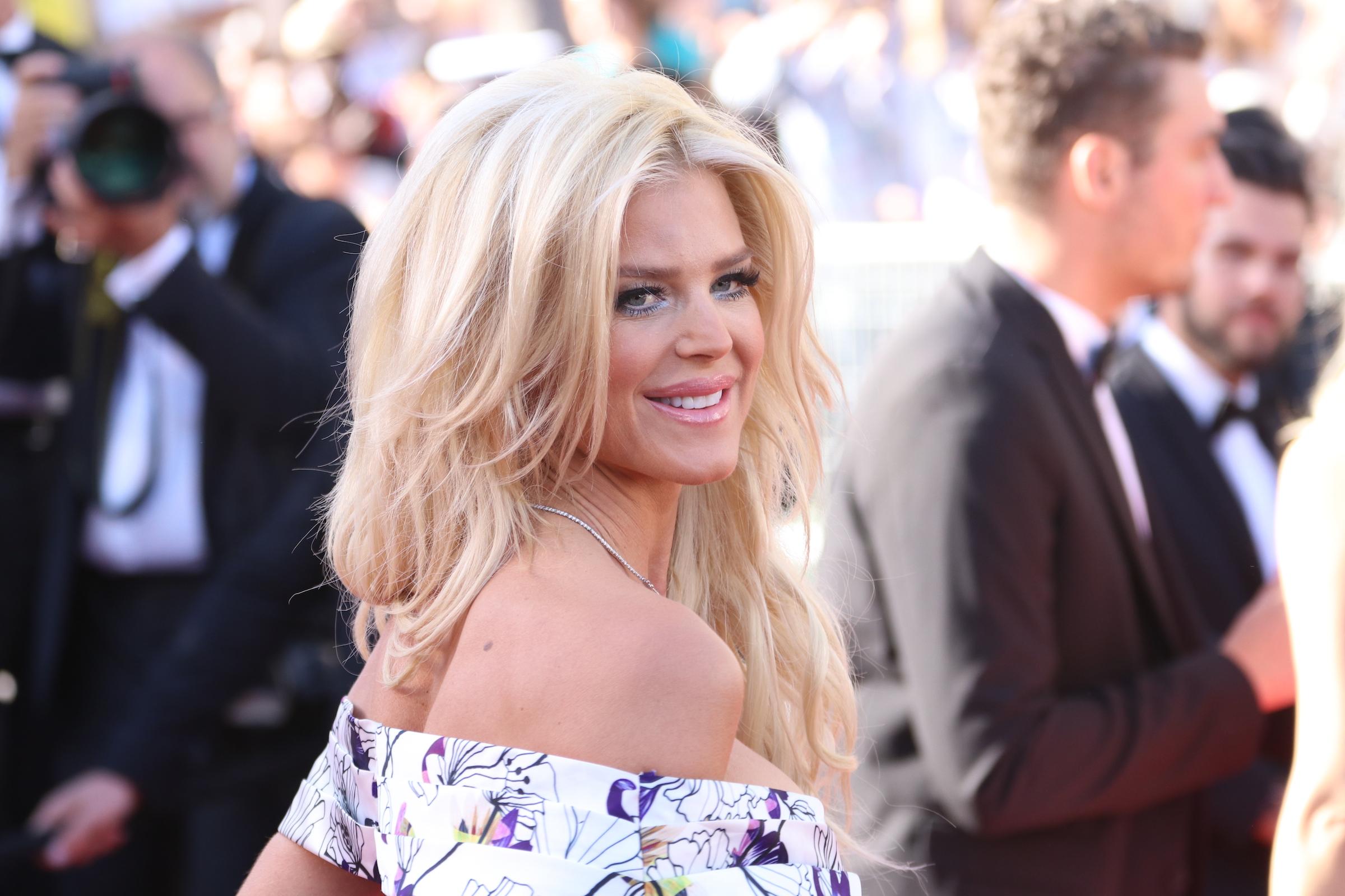 Cannes 2017: Victoria Silvsted sul red carpet di Okja