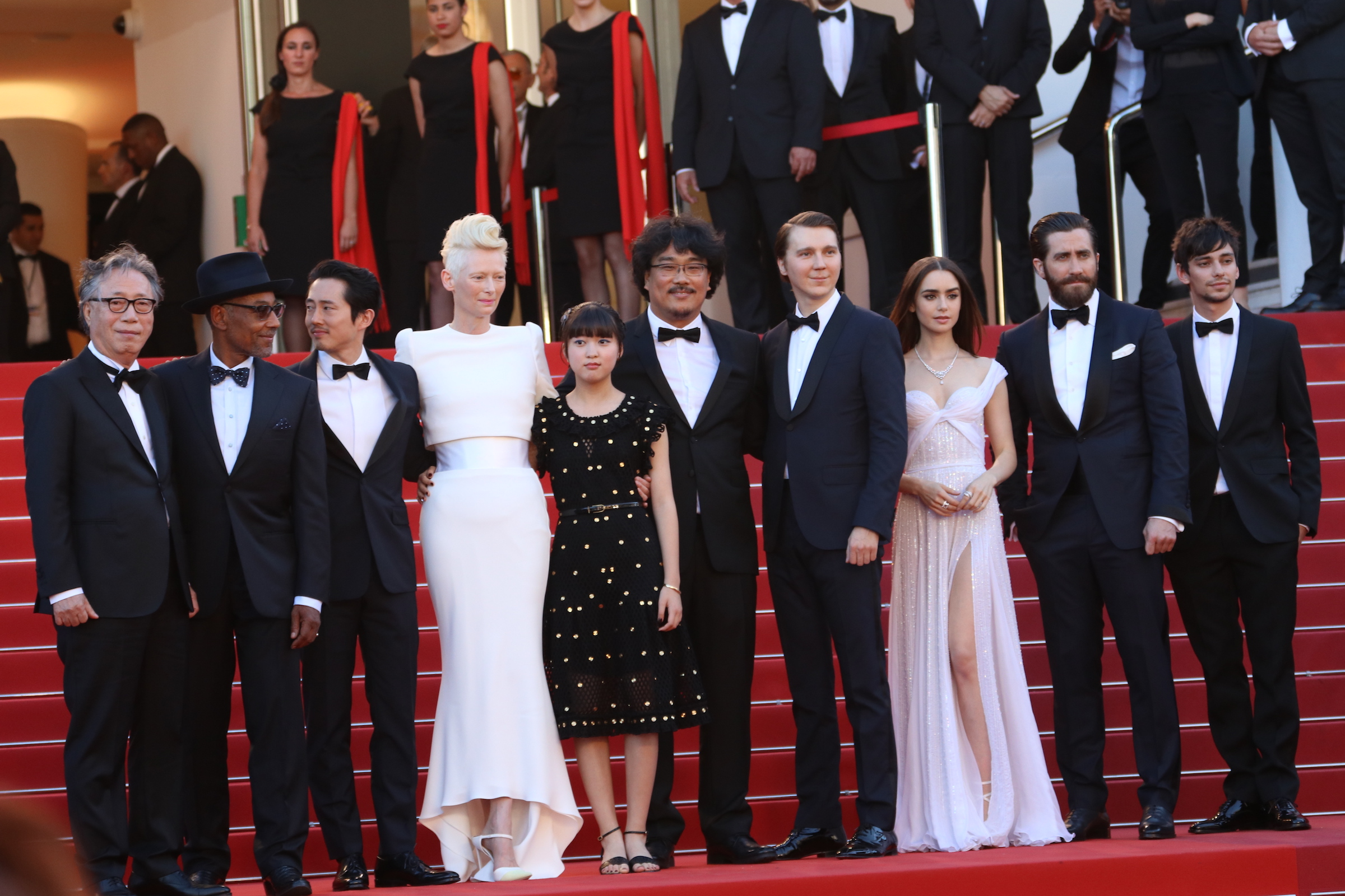 Cannes 2017: Tilda Swinton, Lily Collins, Jake Gyllenhaal e il cast sul red carpet di Okja