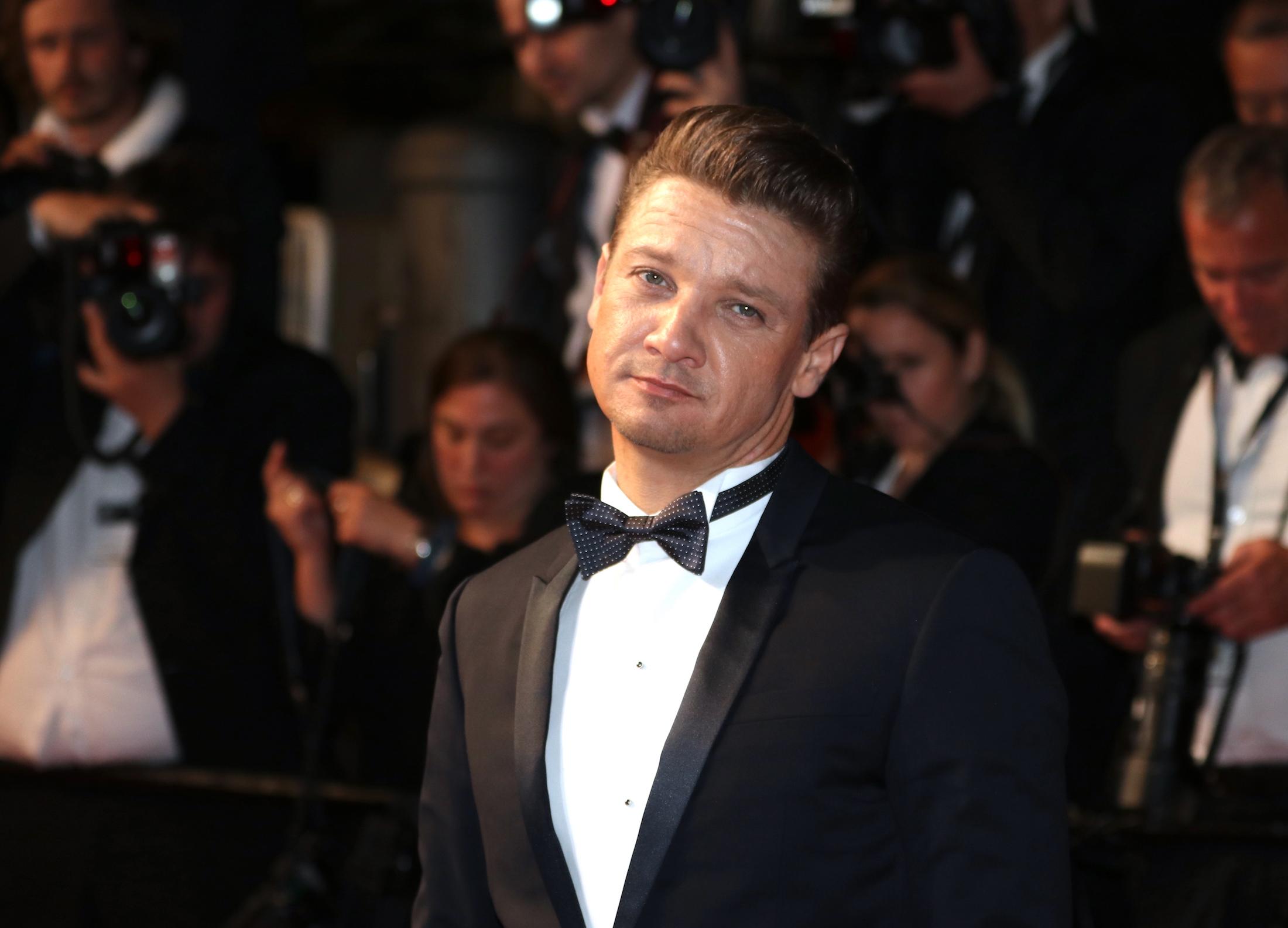 Cannes 2017: Jeremy Renner sul red carpet per Wind River
