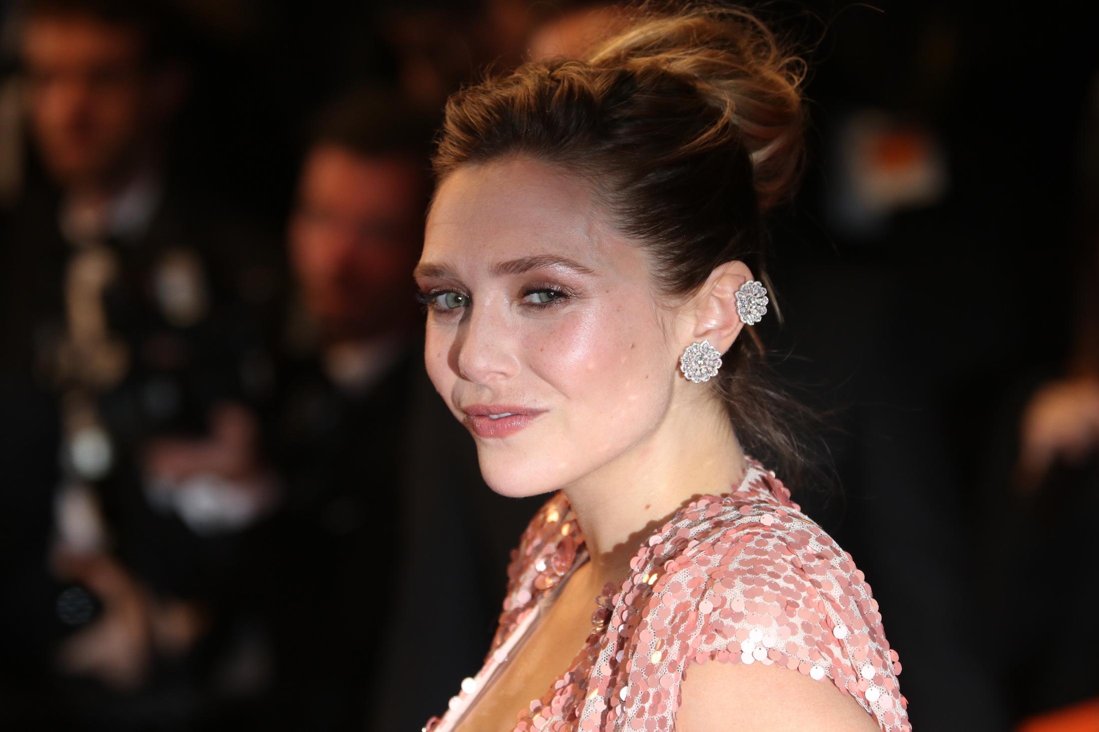 Cannes 2017: uno scatto di Elizabeth Olsen sul red carpet per Wind River