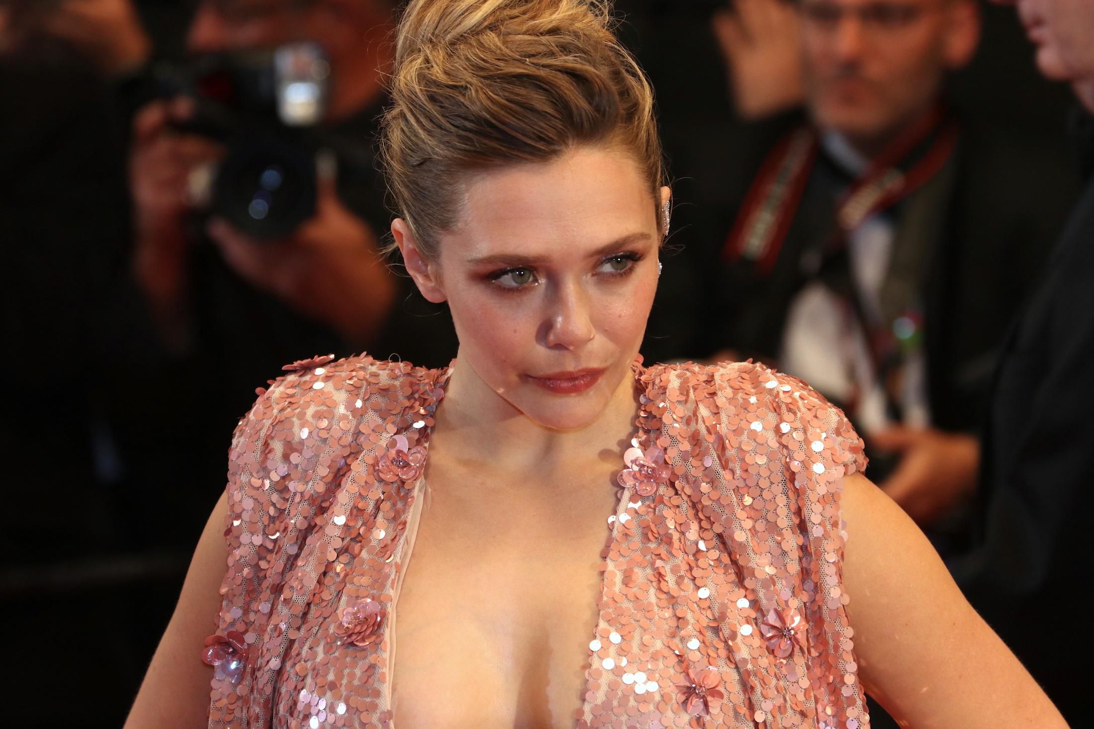 Cannes 2017: Elizabeth Olsen sul red carpet per Wind River