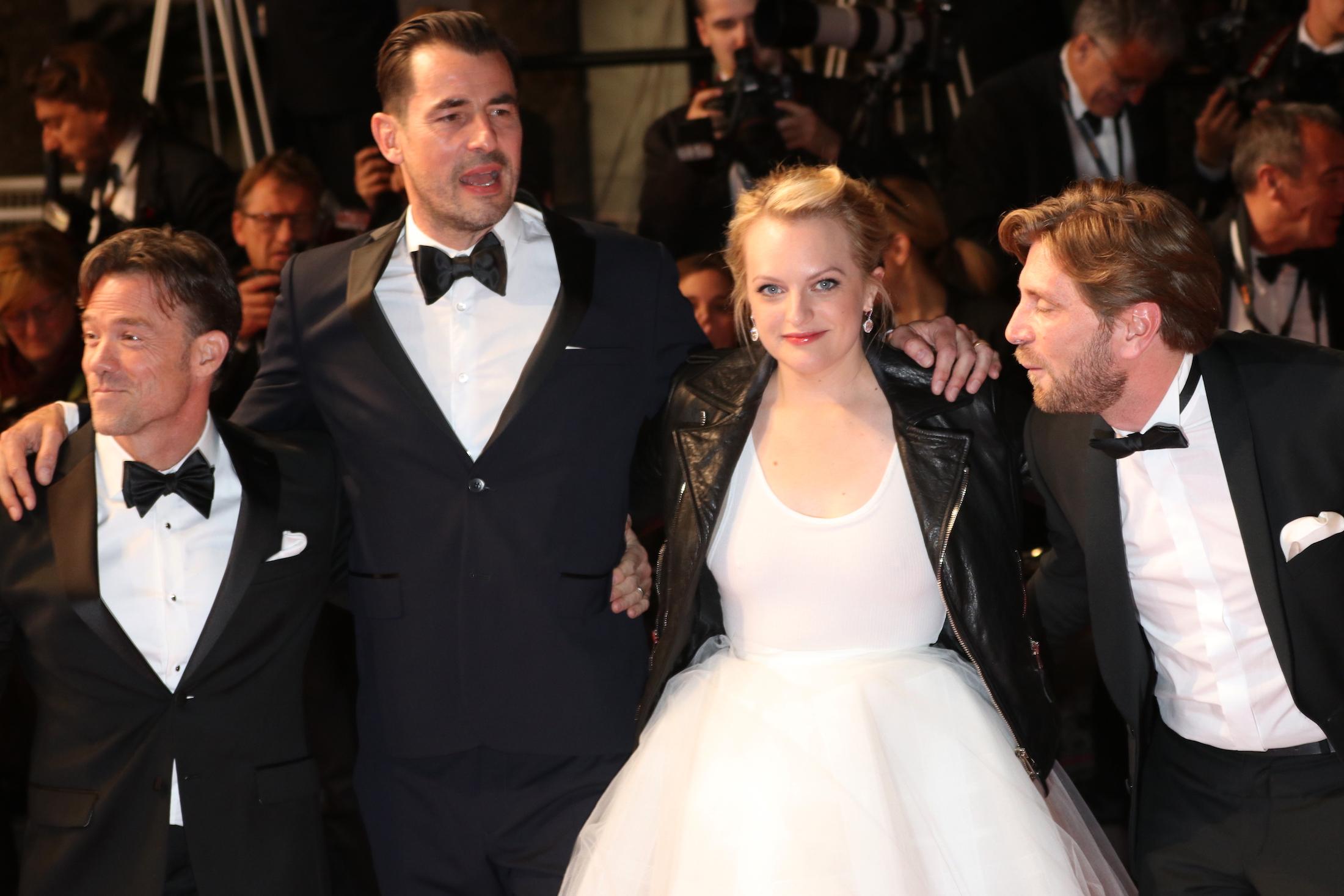 Cannes 2017: il cast davanti ai fotografi sul red carpet di The Square