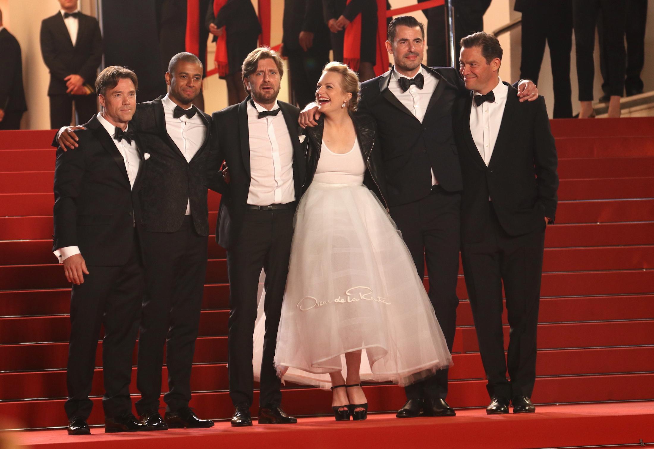Cannes 2017: una foto del cast sul red carpet di The Square