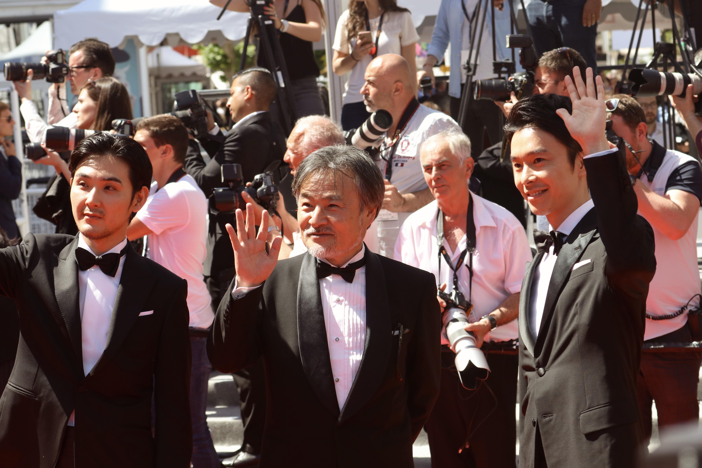 Cannes 2017: Kiyoshi Kurosawa e Ryuhei Masuda salutano sul red carpet di Before We Vanish