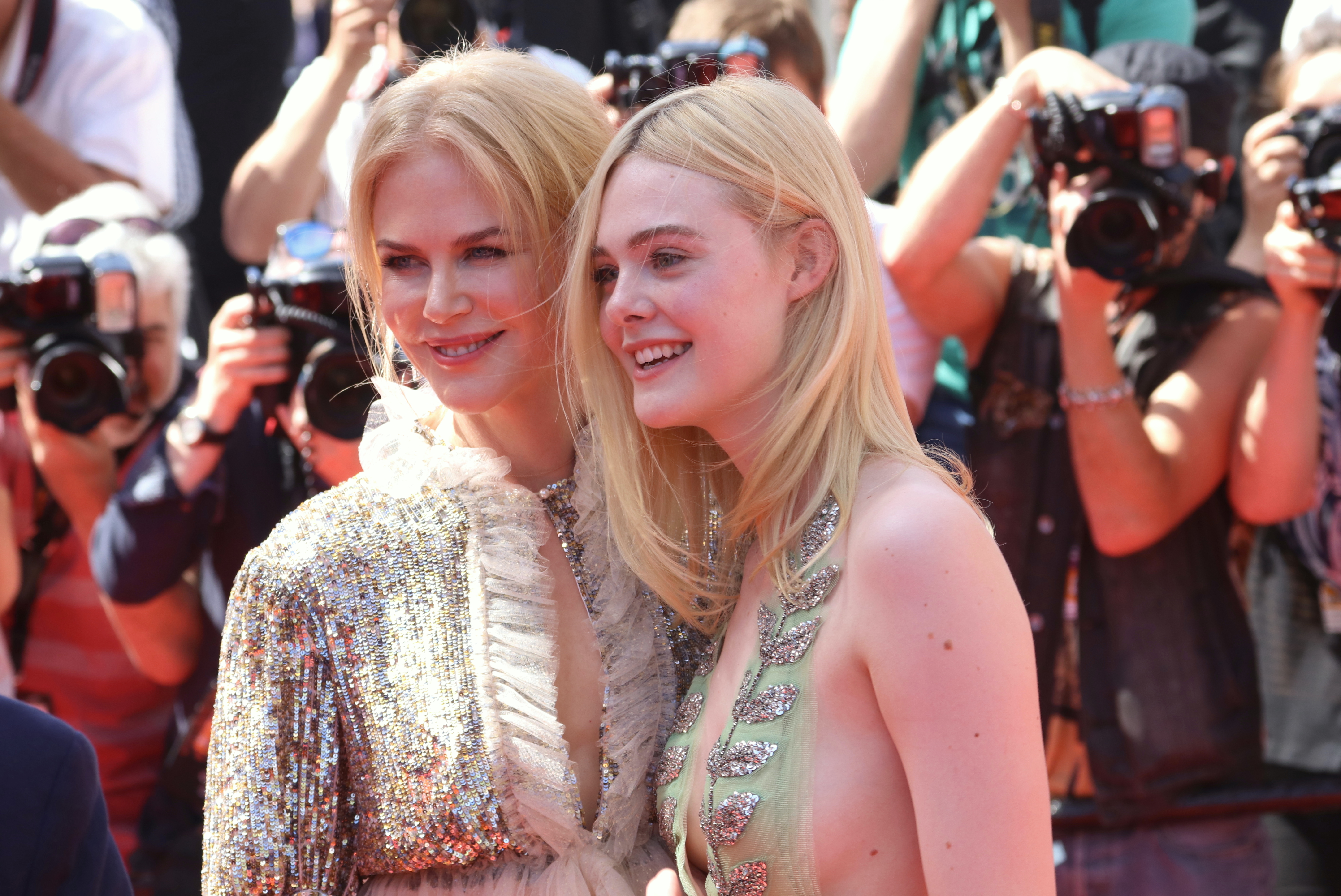 Cannes 2017: Nicole Kidman ed Elle Fanning sul red carpet di How to Talk to Girls at Parties