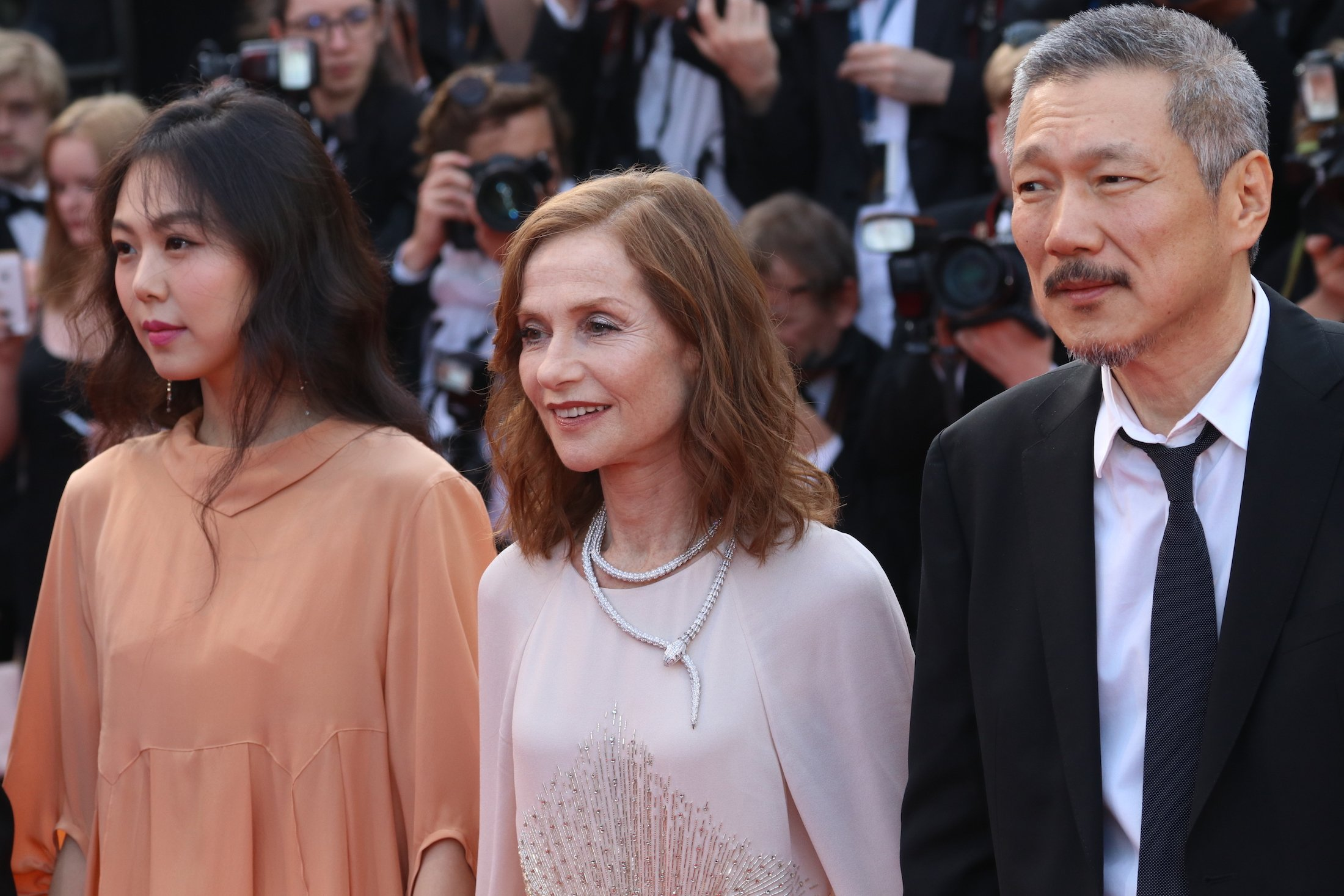 Cannes 2017: Isabelle Huppert sul red carpet di The Meyerowitz Stories