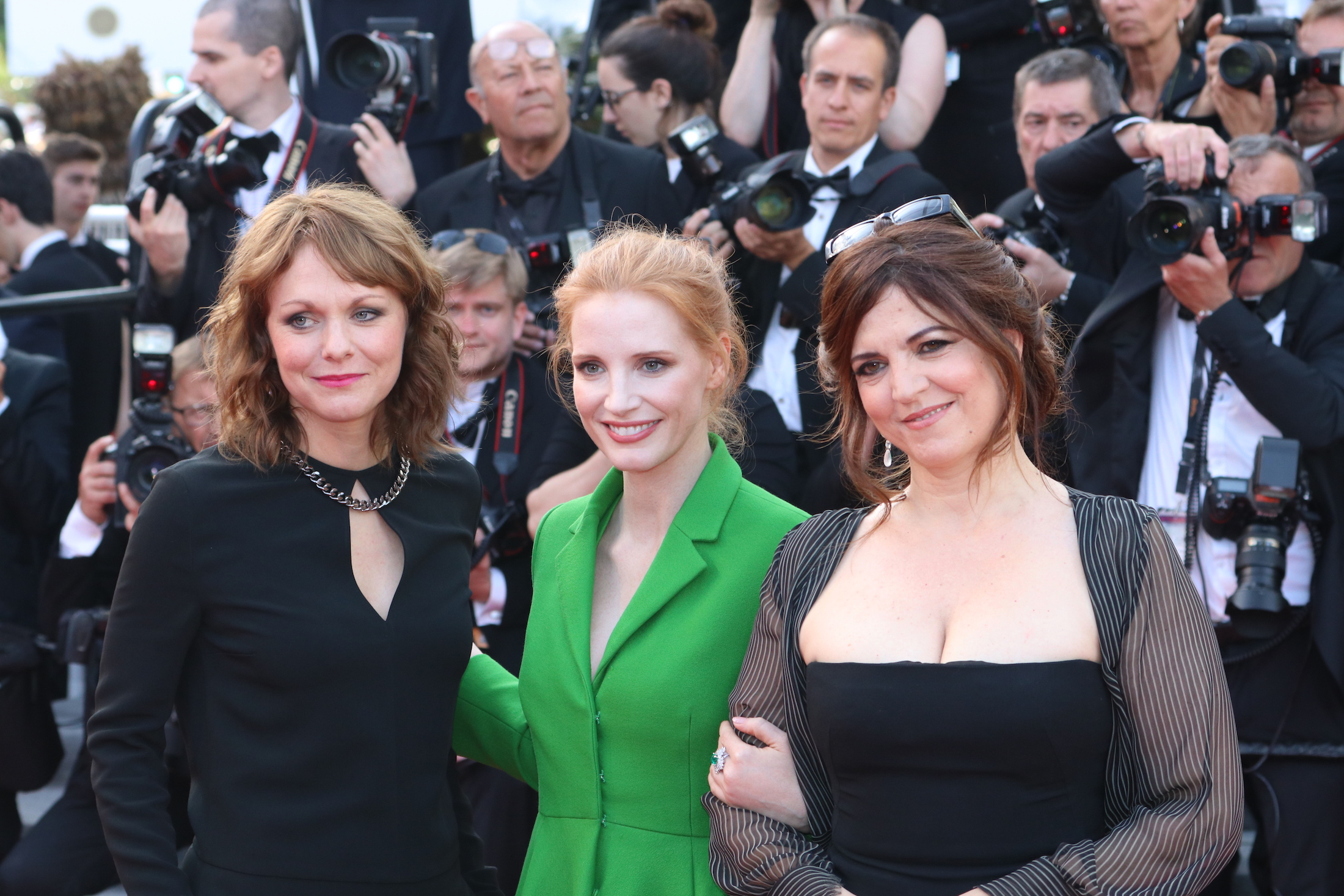 Cannes 2017: uno scatto di Jessica Chastain e Maren Ade sul red carpet di The Meyerowitz Stories