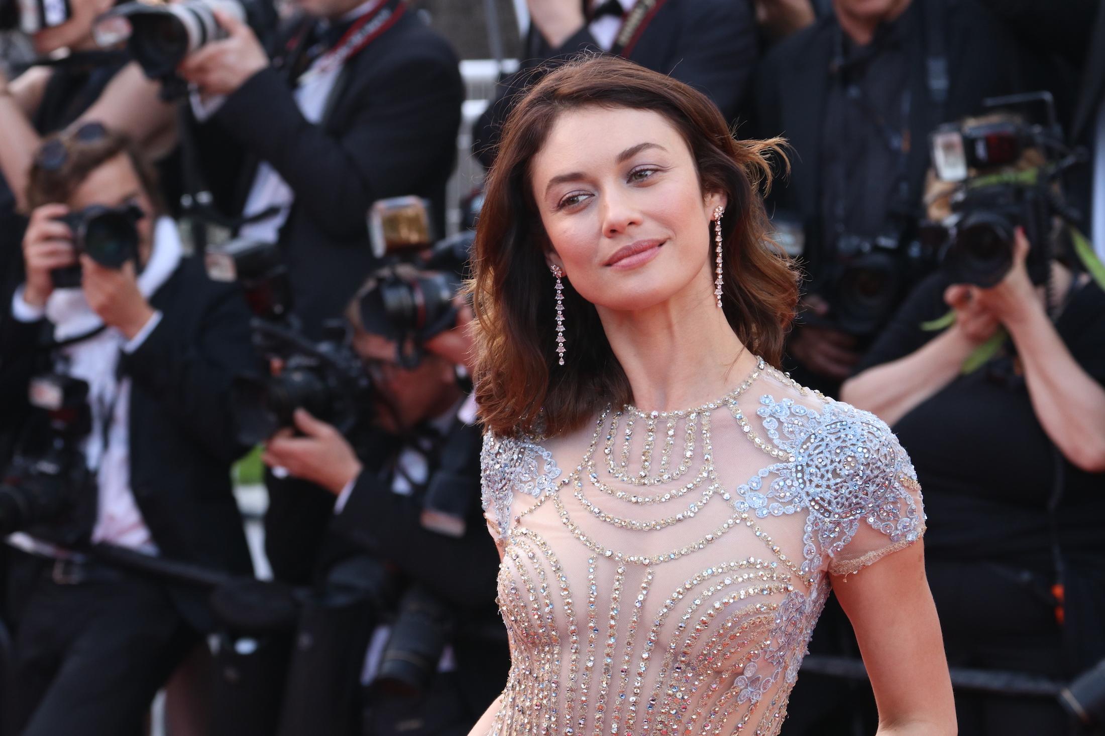 Cannes 2017: Olga Kurylenko sul red carpet di The Meyerowitz Stories