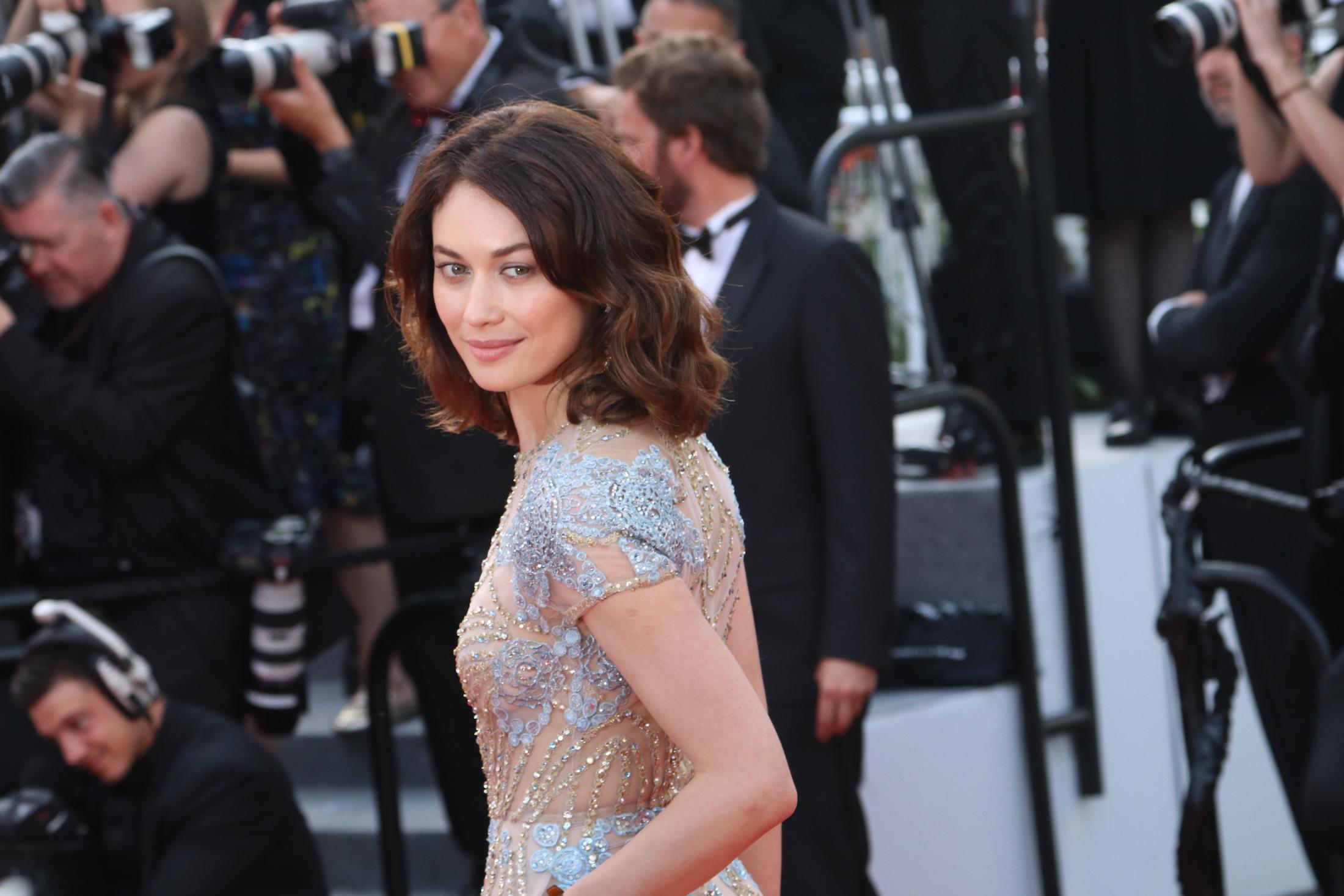 Cannes 2017: uno catto di Olga Kurylenko sul red carpet di The Meyerowitz Stories