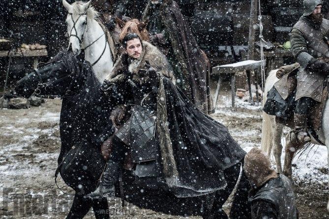 Il Trono di Spade: Kit Harington interpreta Jon Snow in una foto della settima stagione