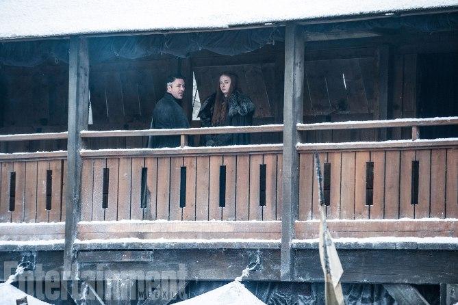 Il Trono di Spade: Aidan Gillen e Sophie Turner sul set della settima stagione