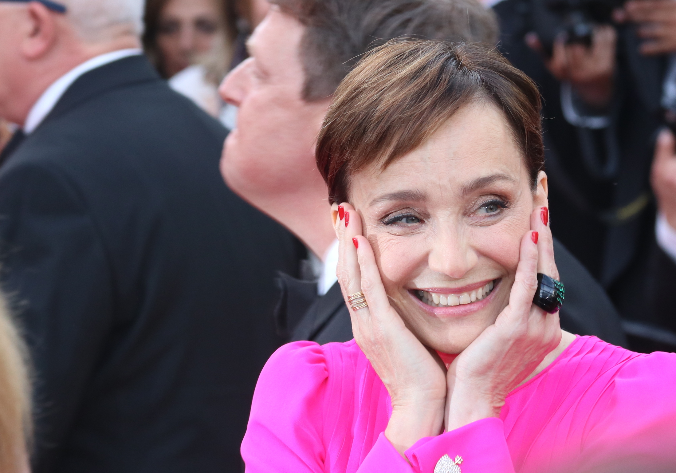 Cannes 2017: uno scatto di Kristin Scott Thomas sul red carpet di The Killing of a Sacred Deer