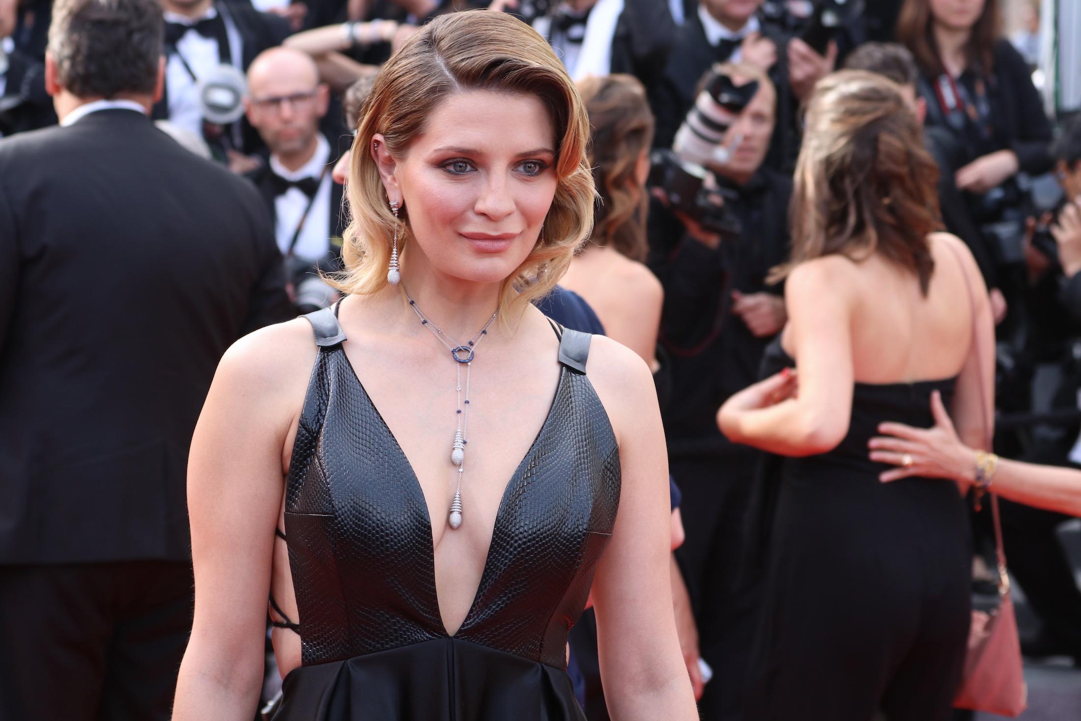 Cannes 2017: Mischa Barton sul red carpet per il settantesimo anno della manifestazione