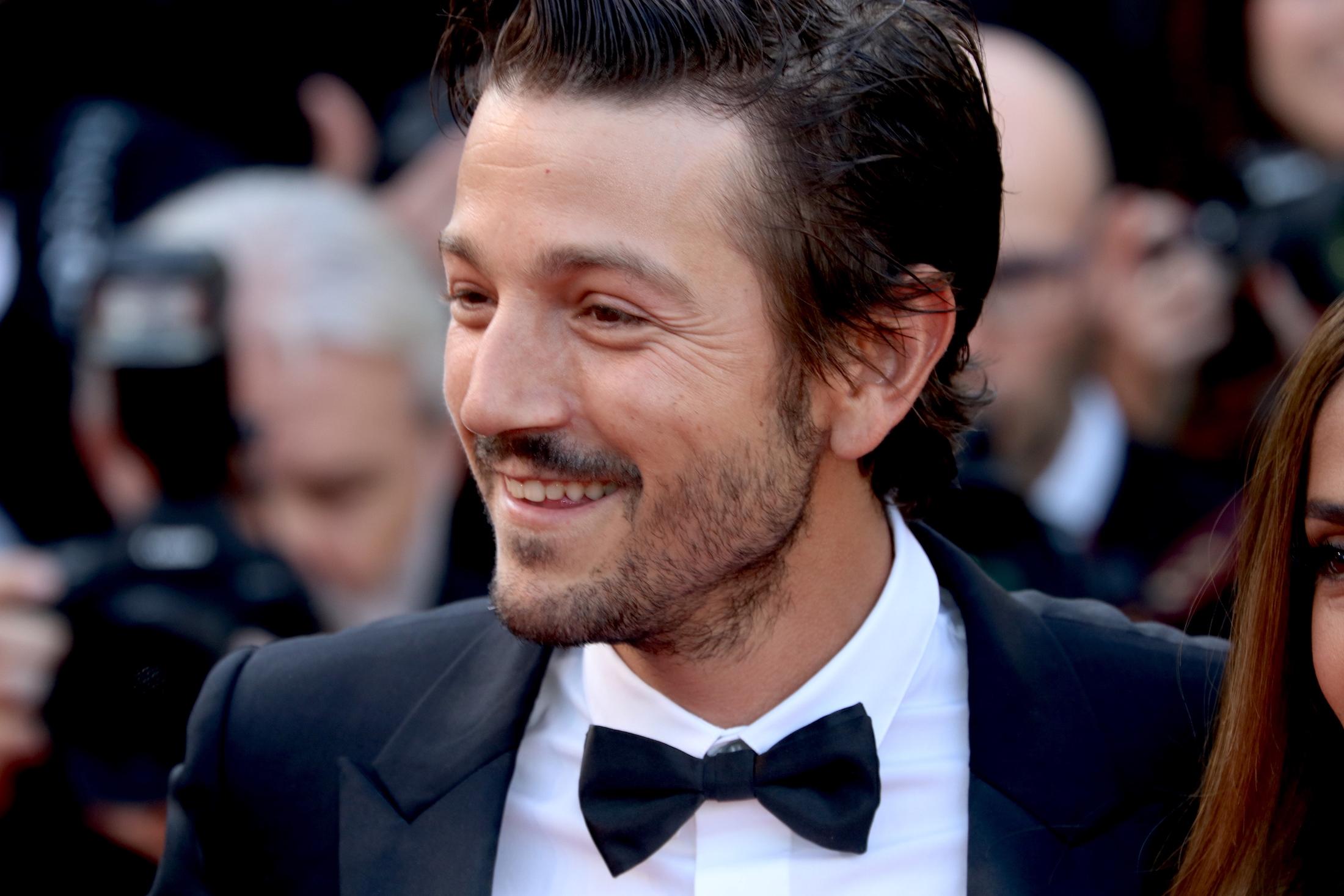 Cannes 2017: Diego Luna sul red carpet per il settantesimo anno della manifestazione