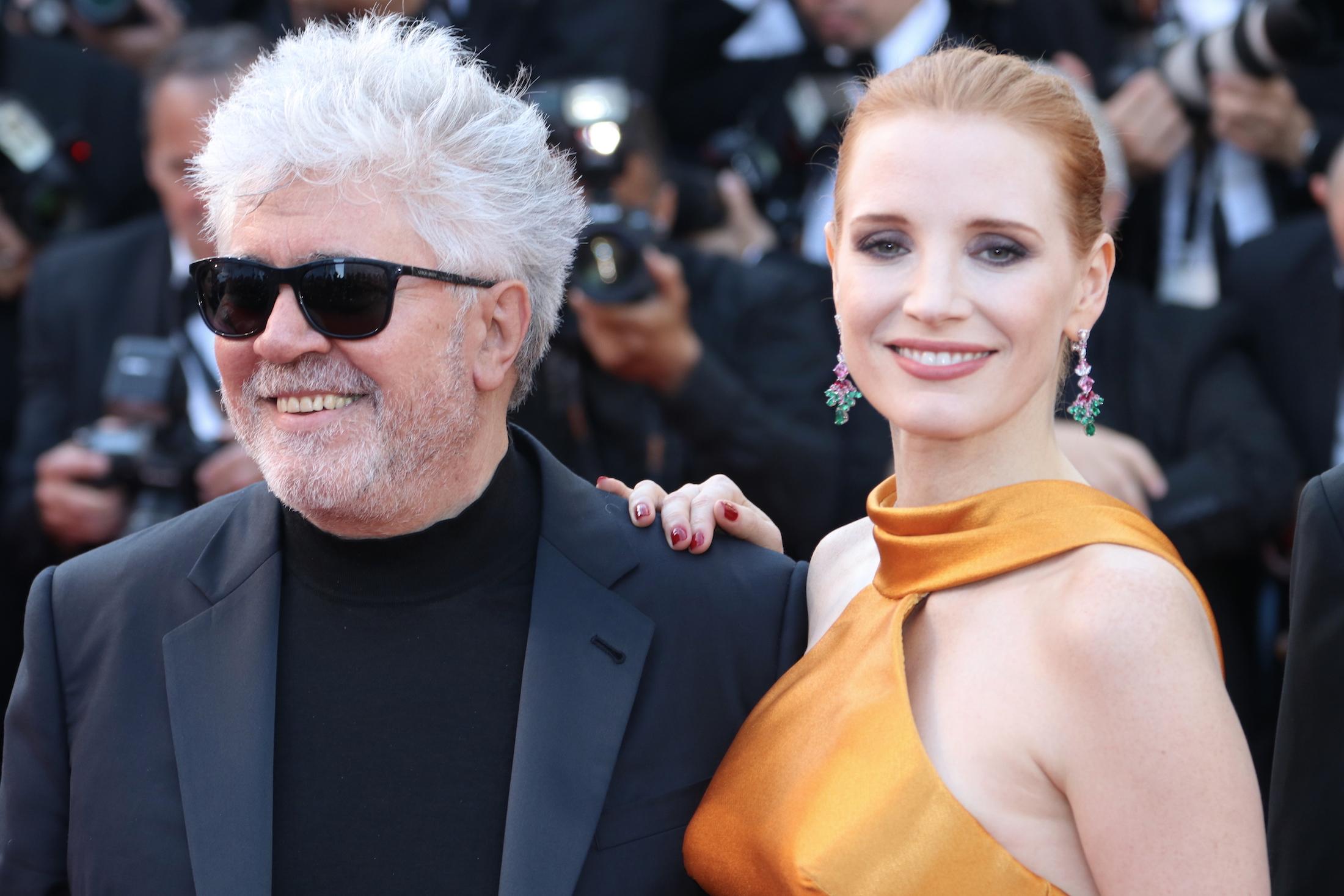 Cannes 2017: Pedro Almodovar e Jessica Chastain sul red carpet per il settantesimo anno della manifestazione