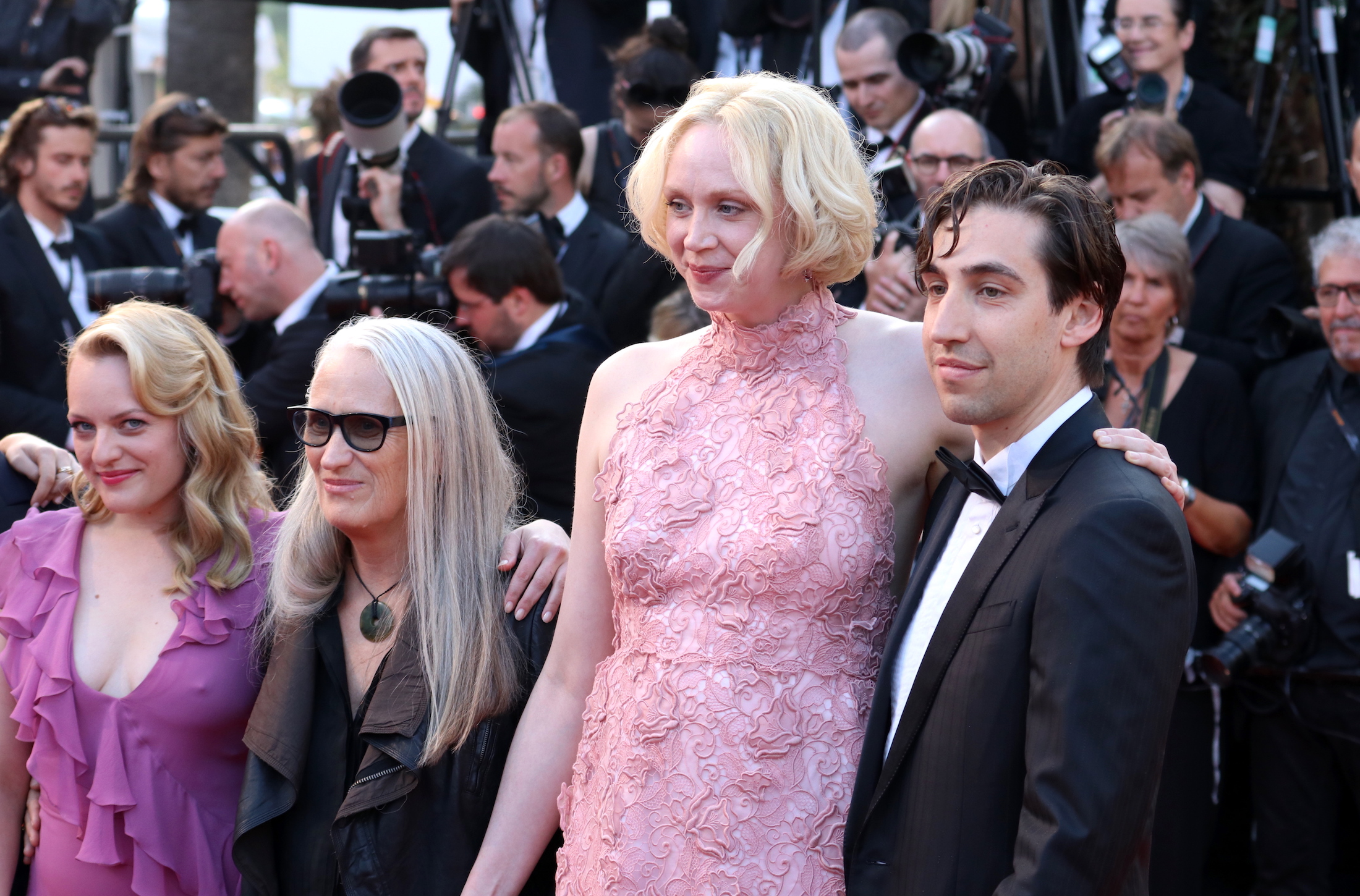 Cannes 2017: Gwendoline Christie ed Elisabeth Moss sul red carpet de L'inganno