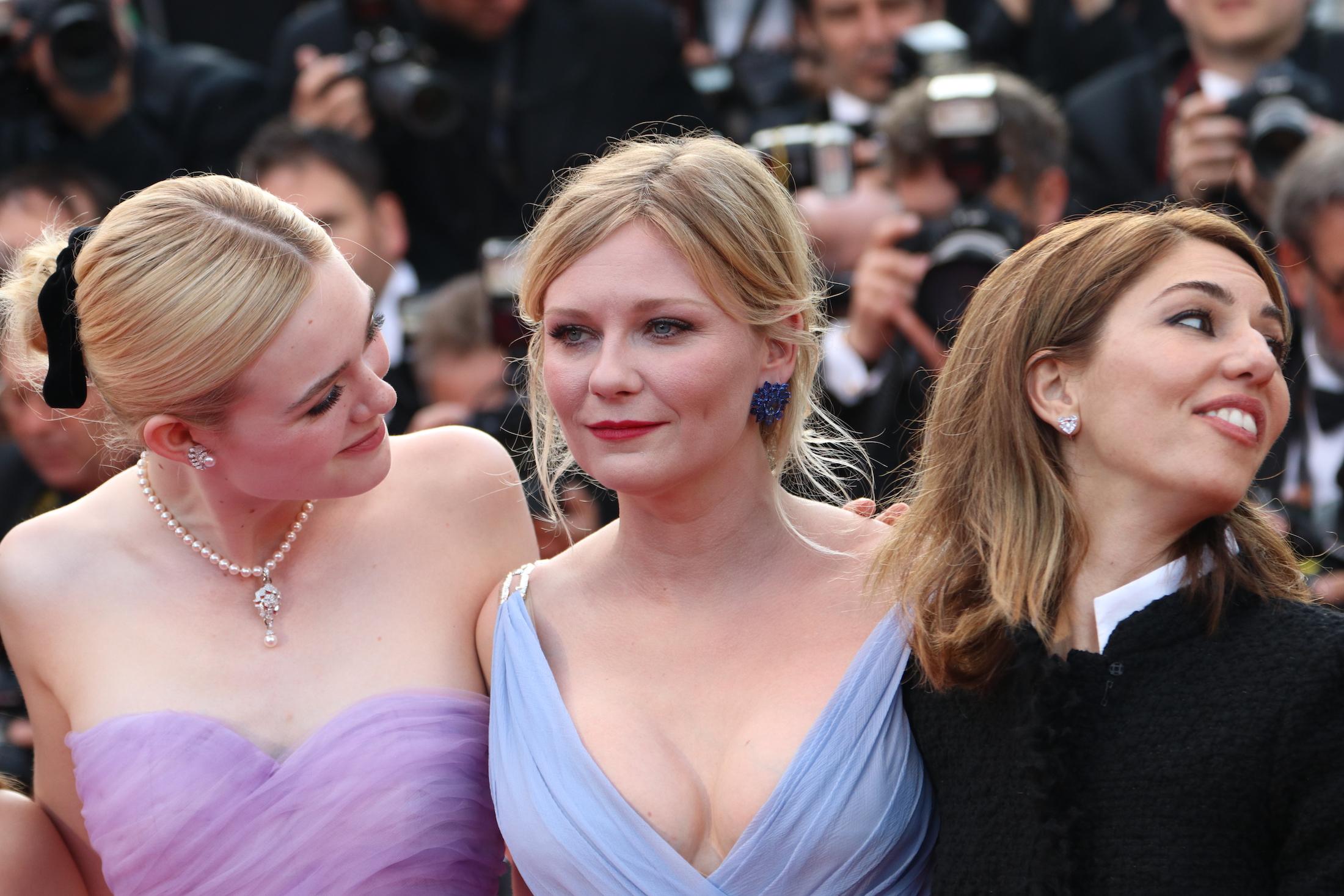 Cannes 2017: Kirsten Dunst, Elle Fanning e Sofia Coppola sul red carpet de L'inganno