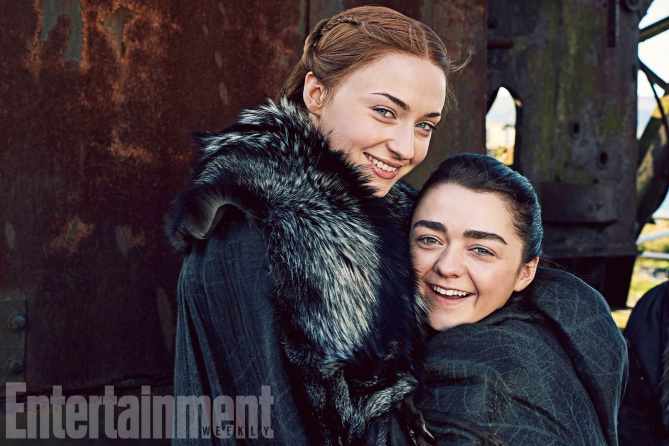 Il trono di spade: Sophie Turner e Maisie Williams in una foto di Entertainment Weekly