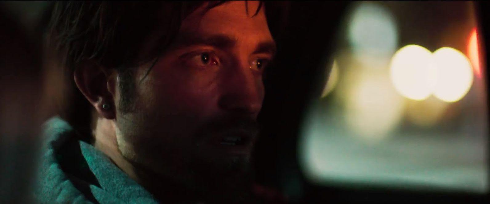 Robert Pattinson in Good Time - una scena del film